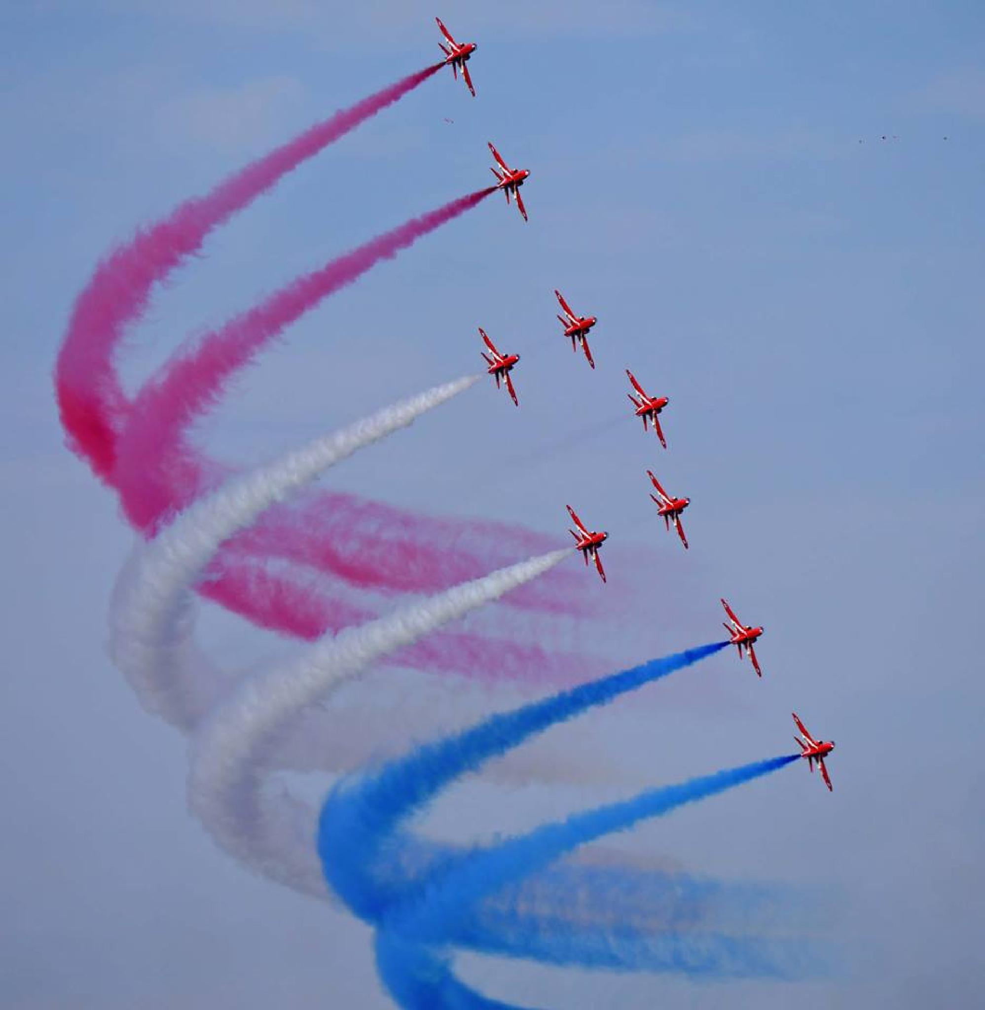 Red Arrows Sunderland Airshow 2014. by daza38