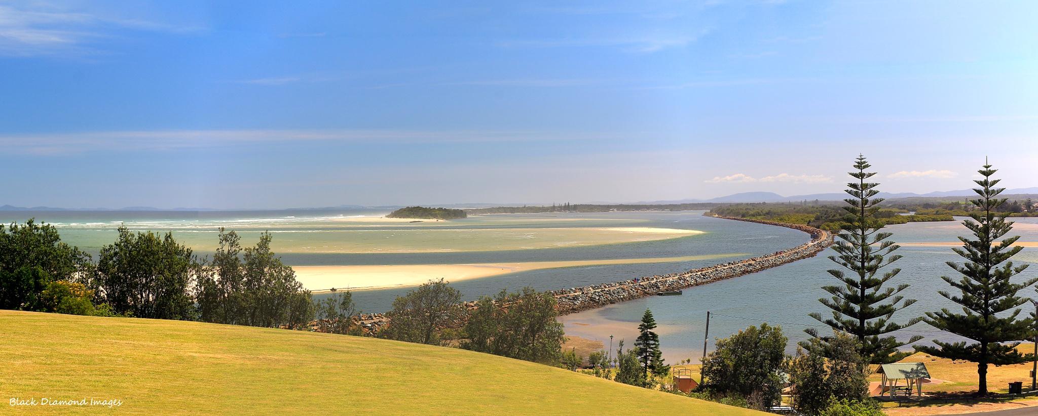Manning River Estuary & Breakwall at Harrington, Mid North Coast, NSW by blackdiamondimages