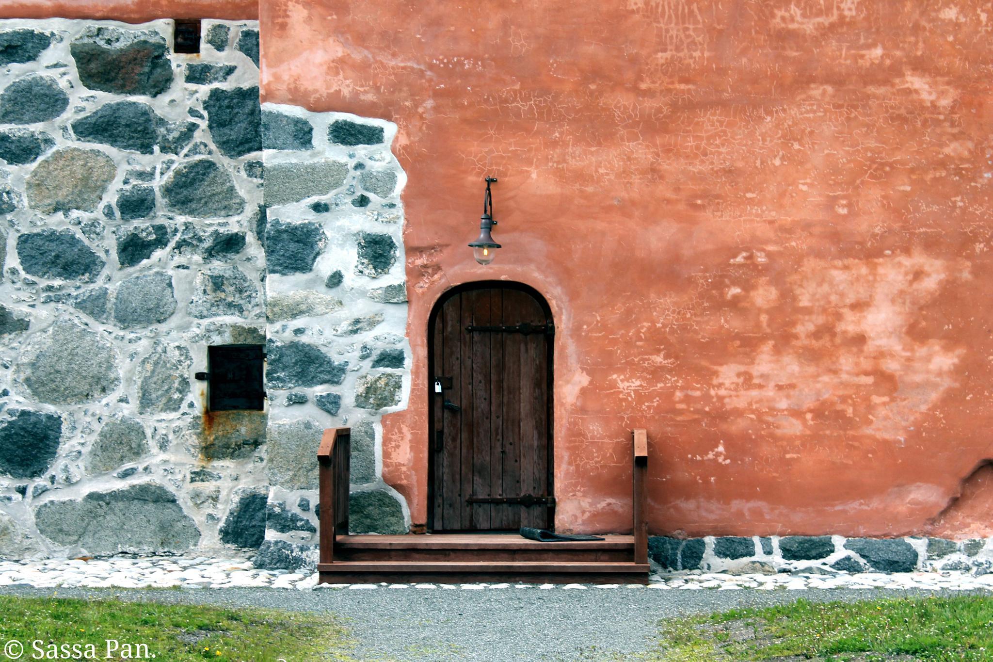 the closed door.. by sassa.pan