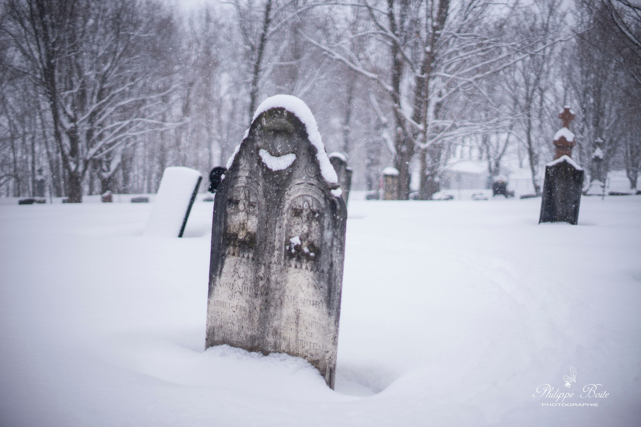 The smiling tombstone by Philippe Boite