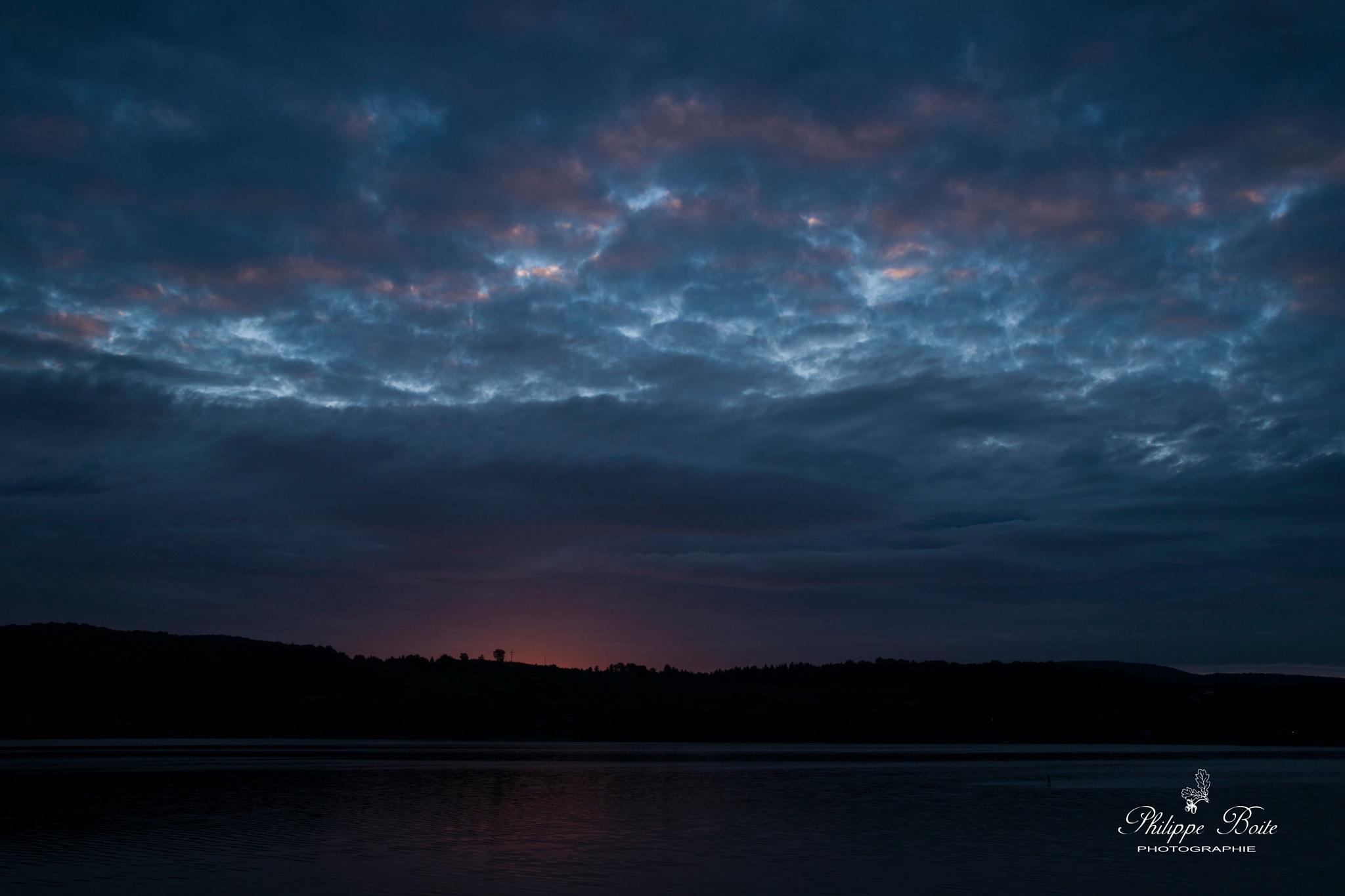 Dark dawn by Philippe Boite