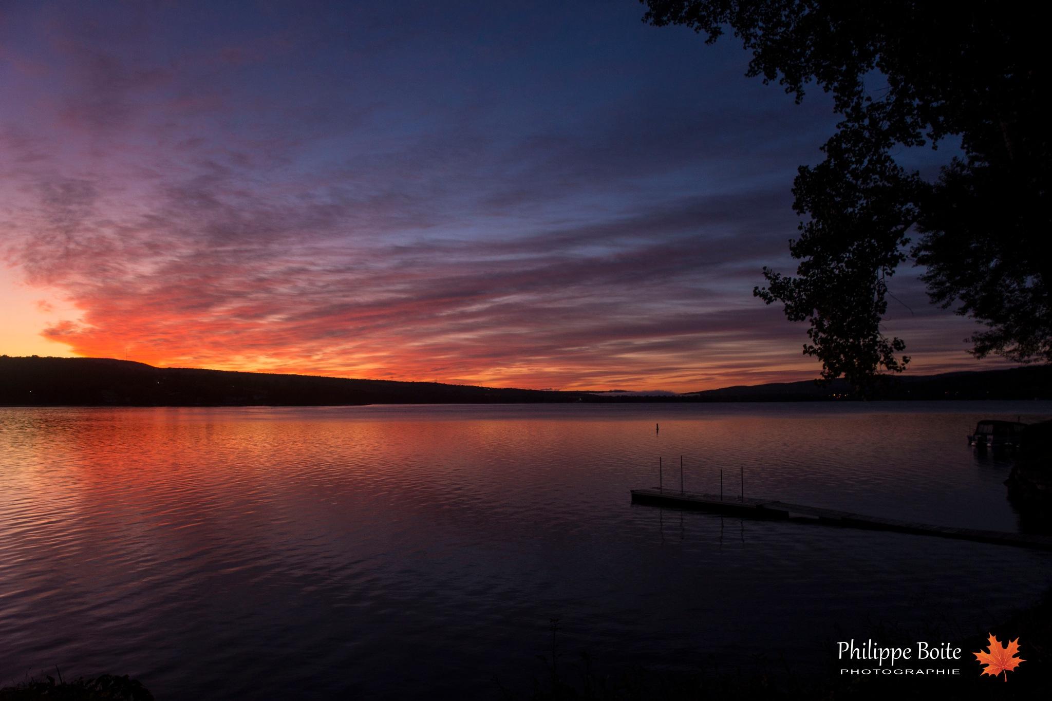Dawn on Lake William by Philippe Boite