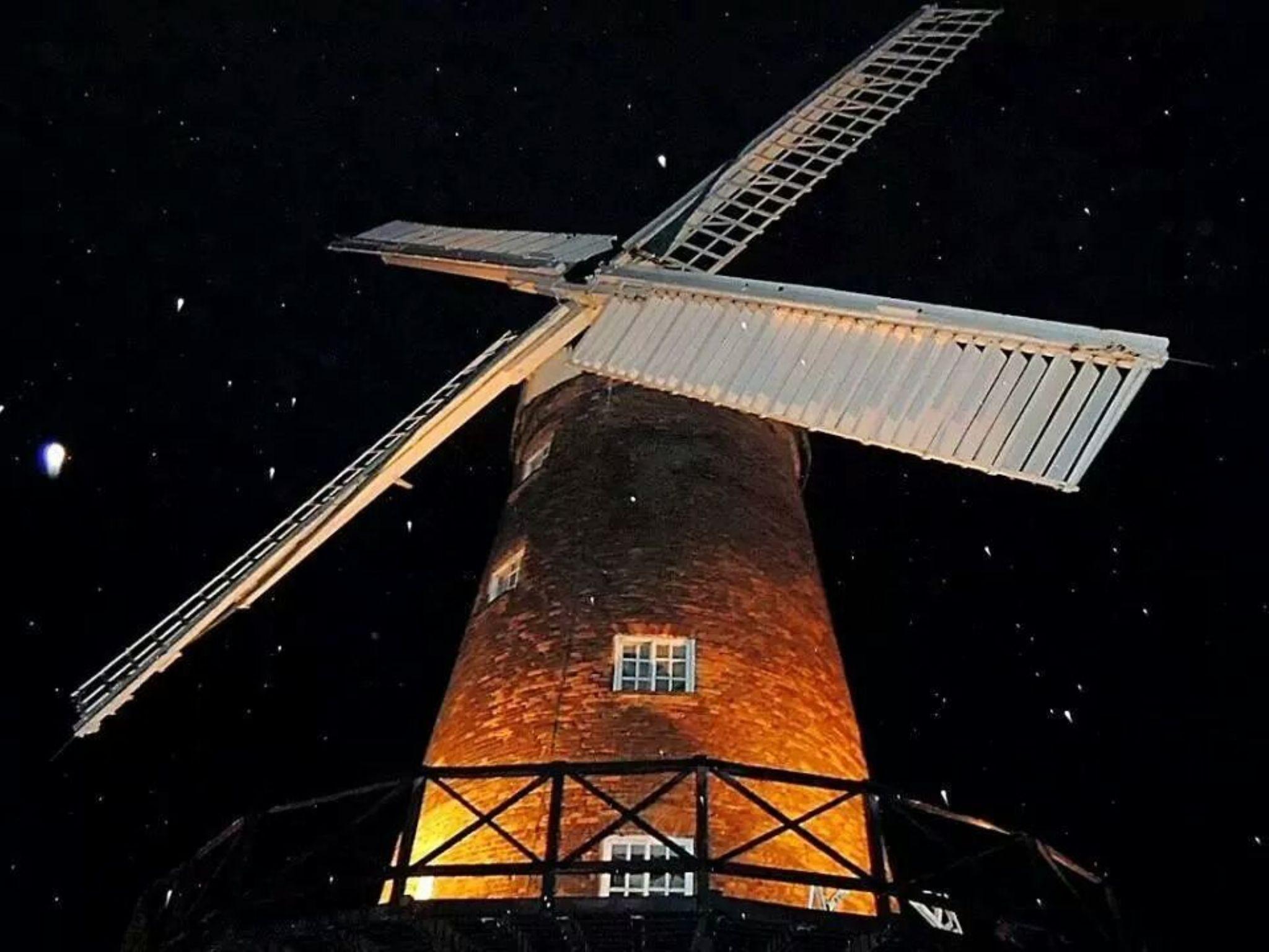 Greens windmill.  by michelle hewitt.