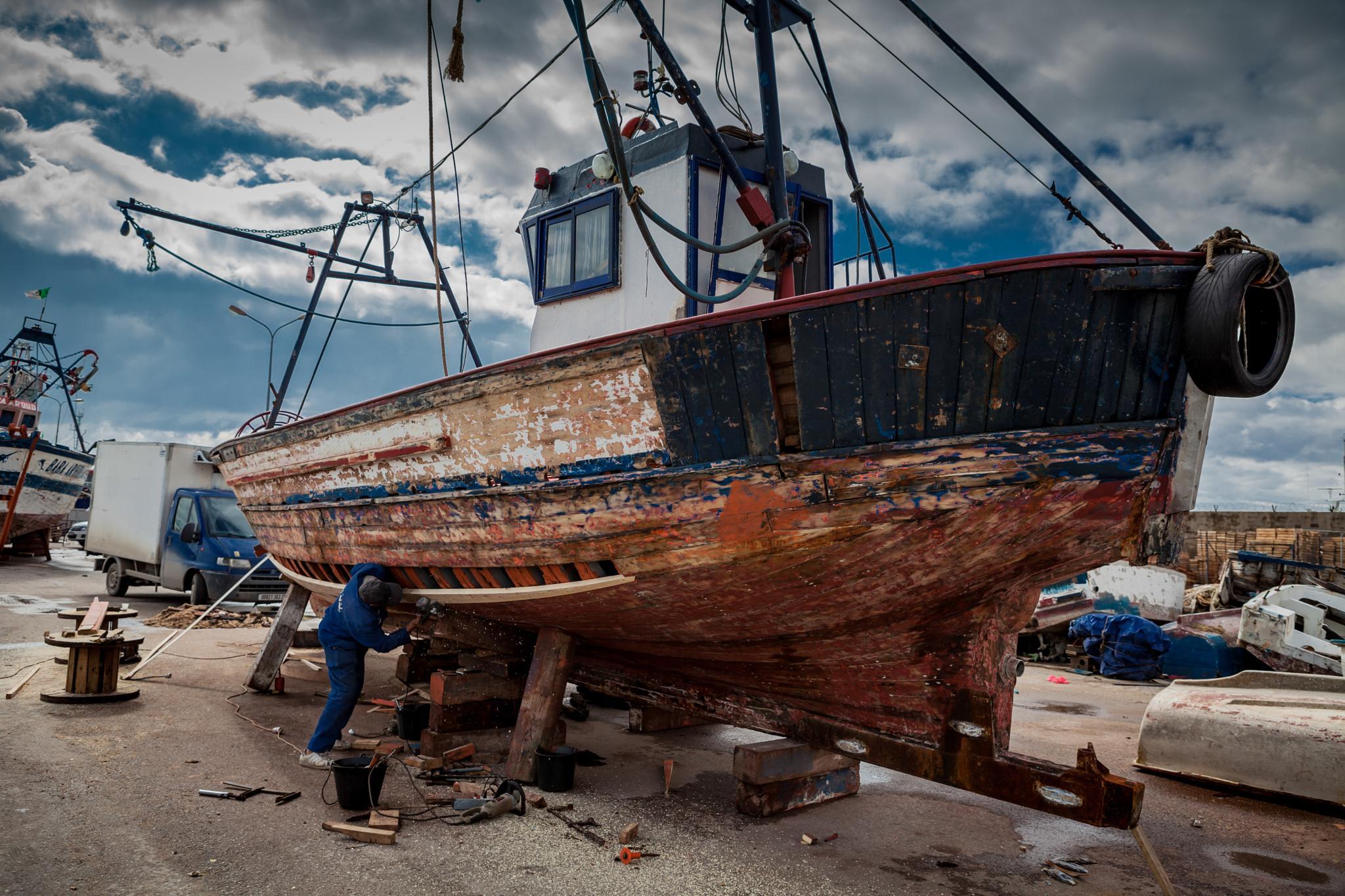 repair the boats by qomra photography