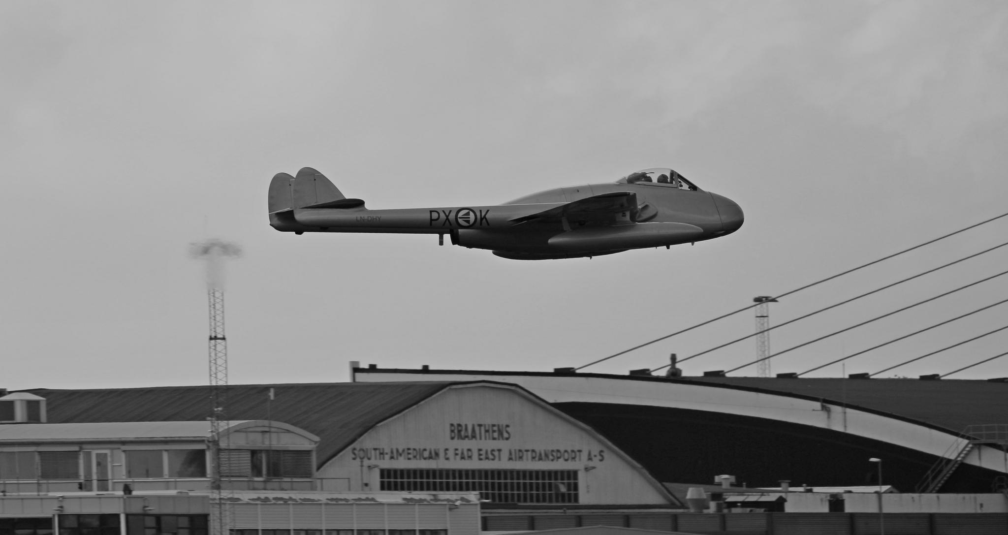 de Havilland DH 100 Vampire by Ralf Halvorsrød