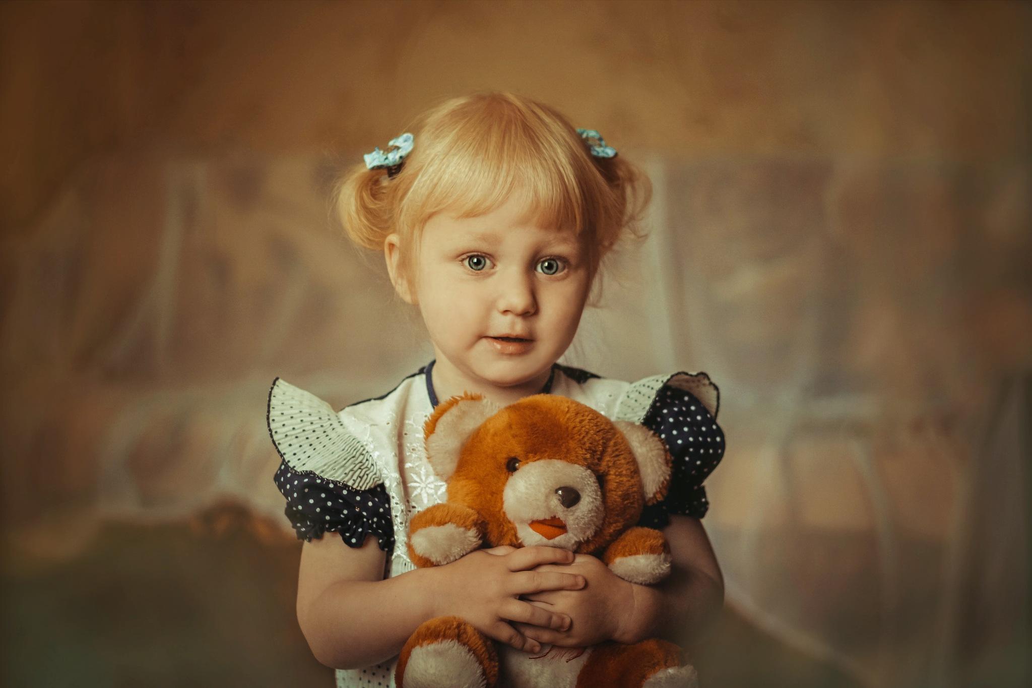 Girl and teddy bear by minimoy