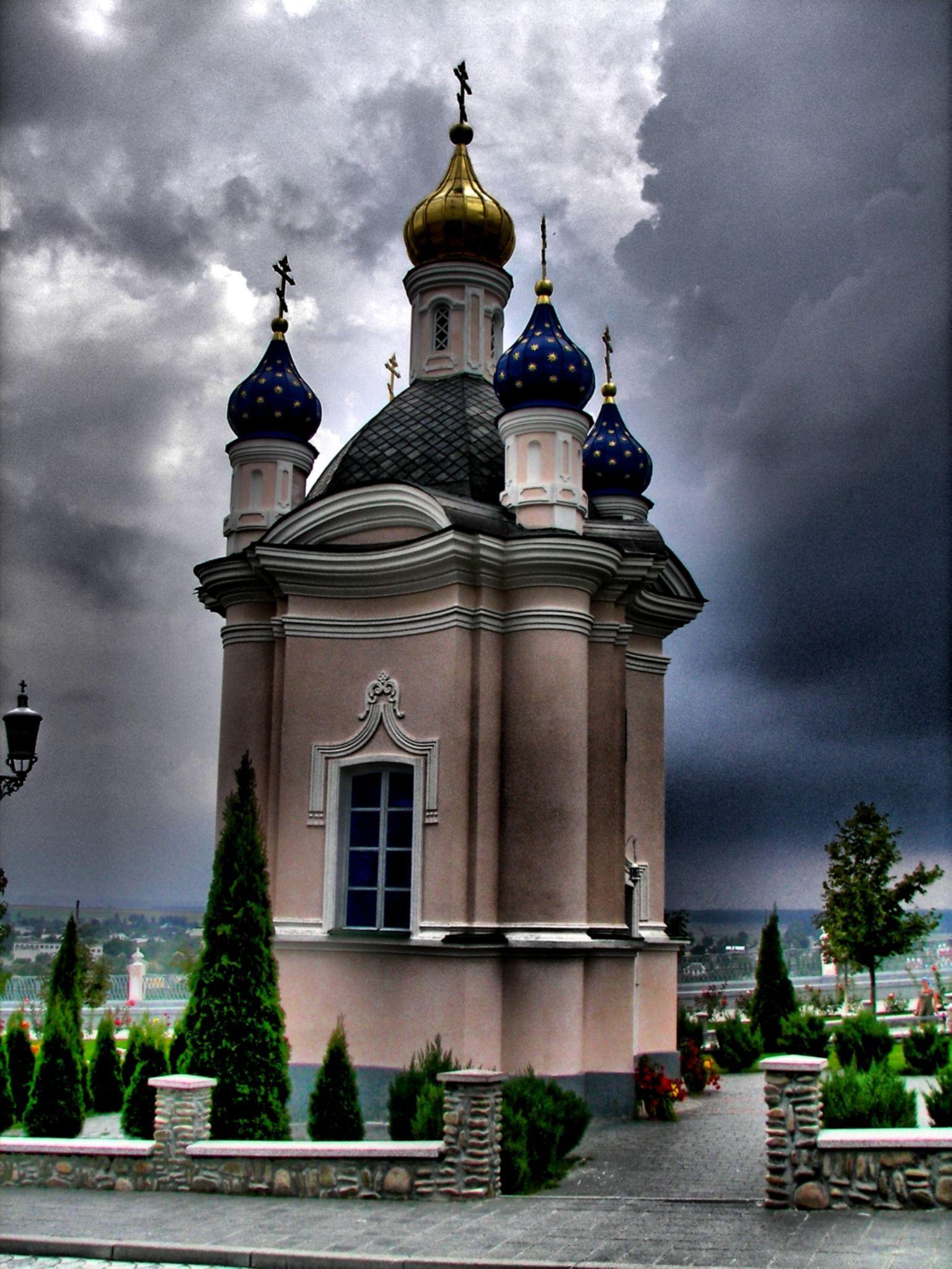 Ławra Poczajowska by Stanislaw Bomba