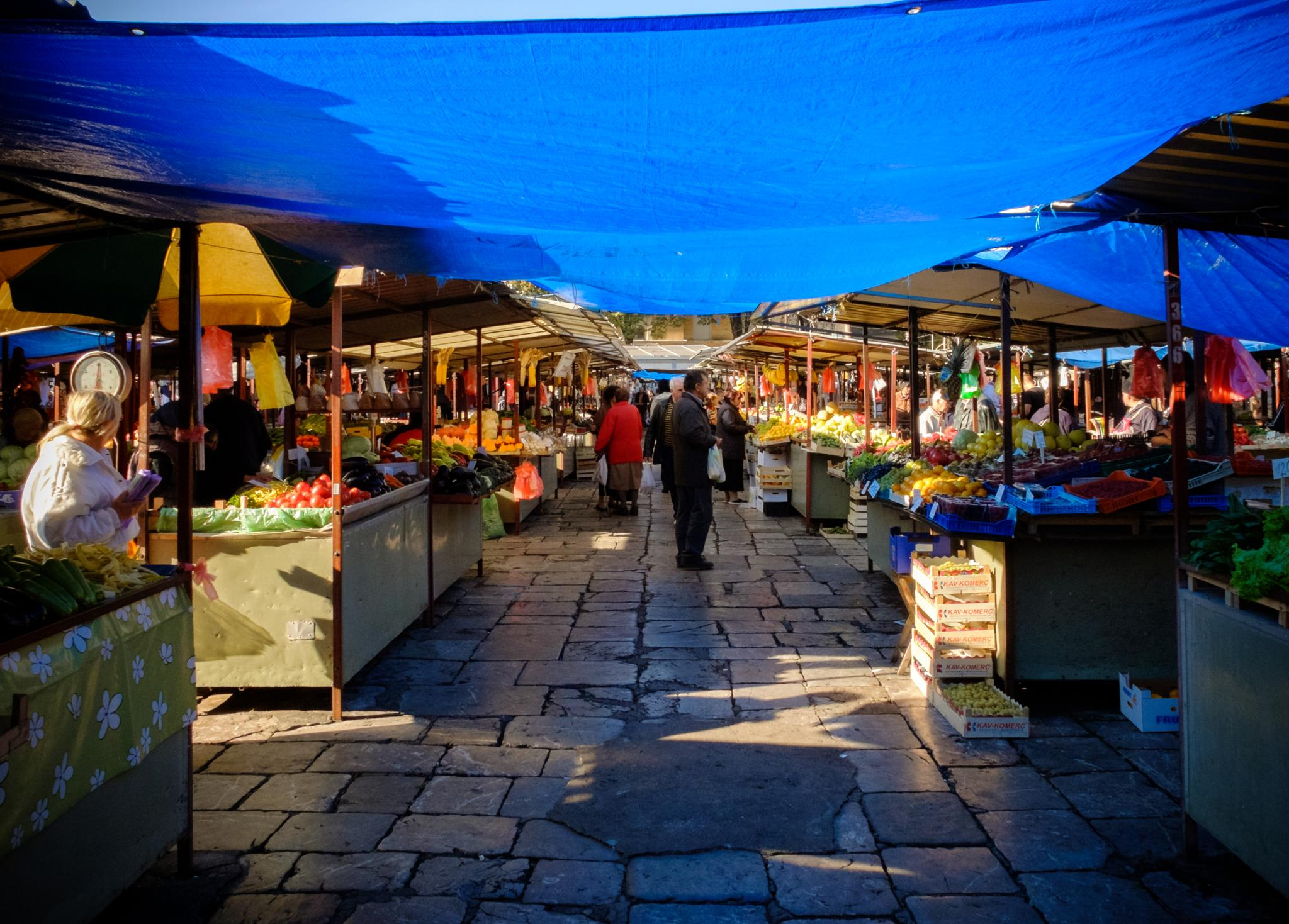 Belgrade market by Mikhail Gnutov