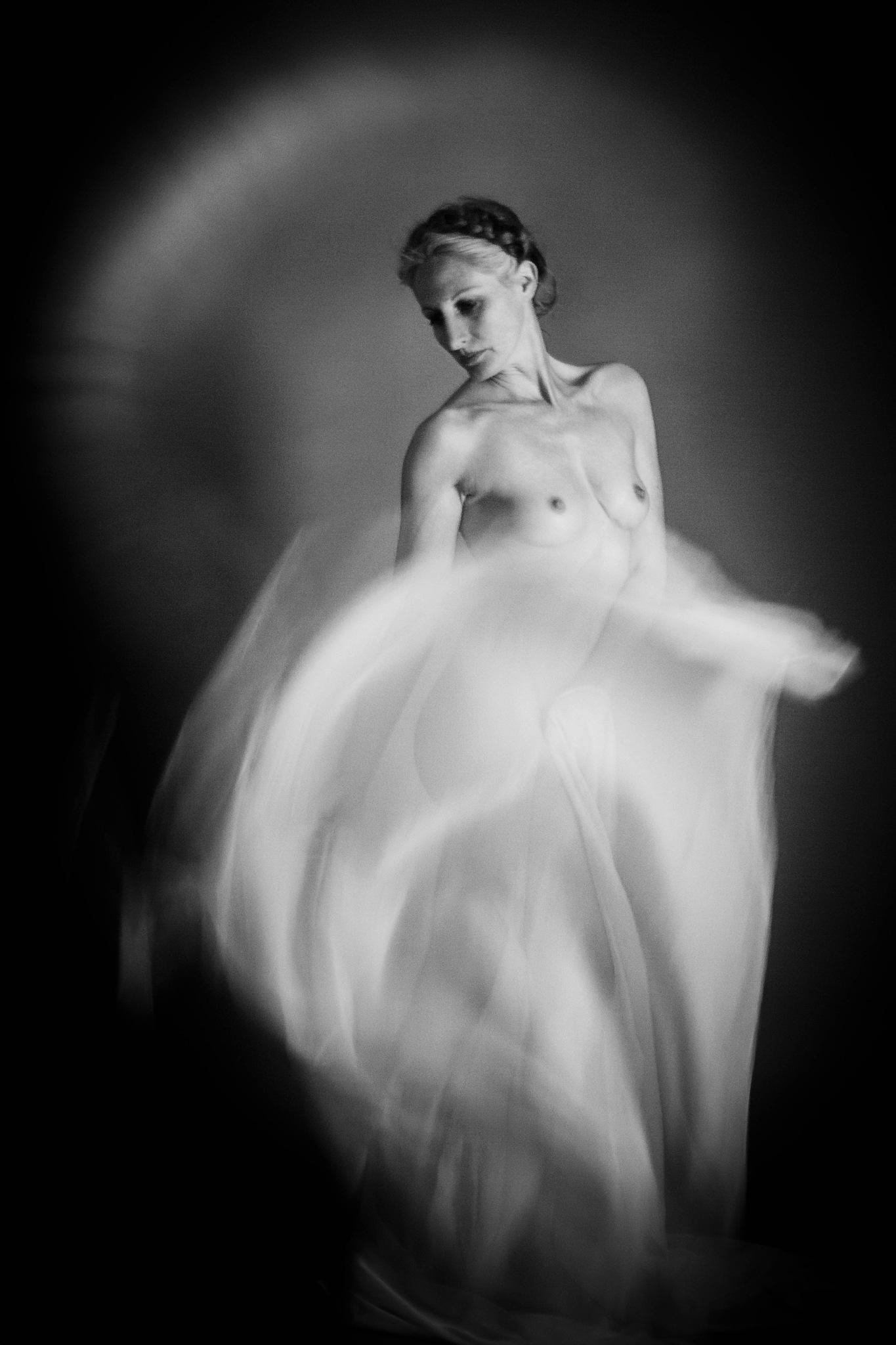 Striptease by ulrich.grolla