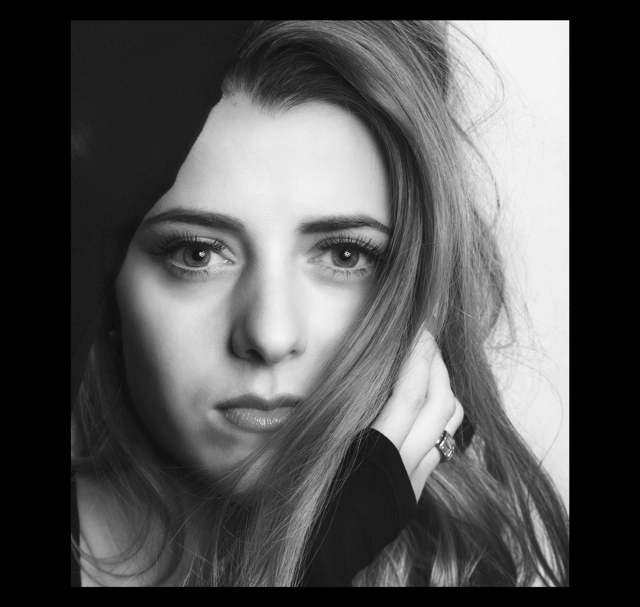 studio portrait 2 by Tavi Ionescu