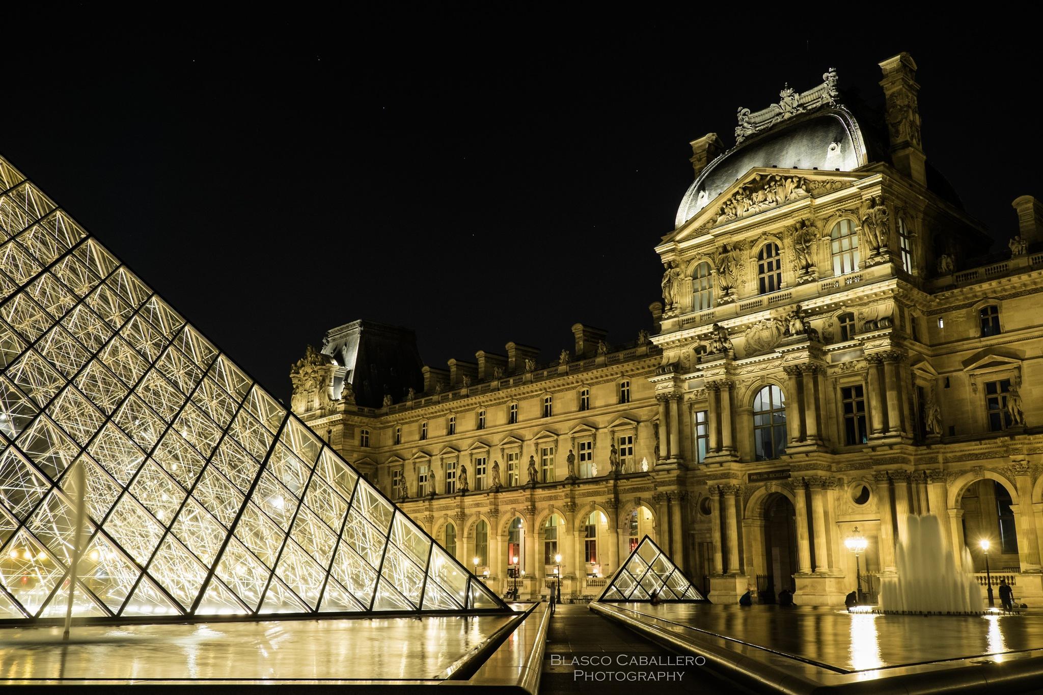 Glass Pyramid by Blasco Caballero