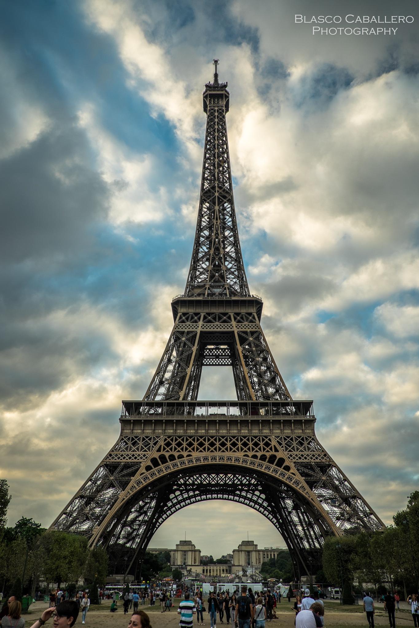 Tour Eiffel by Blasco Caballero