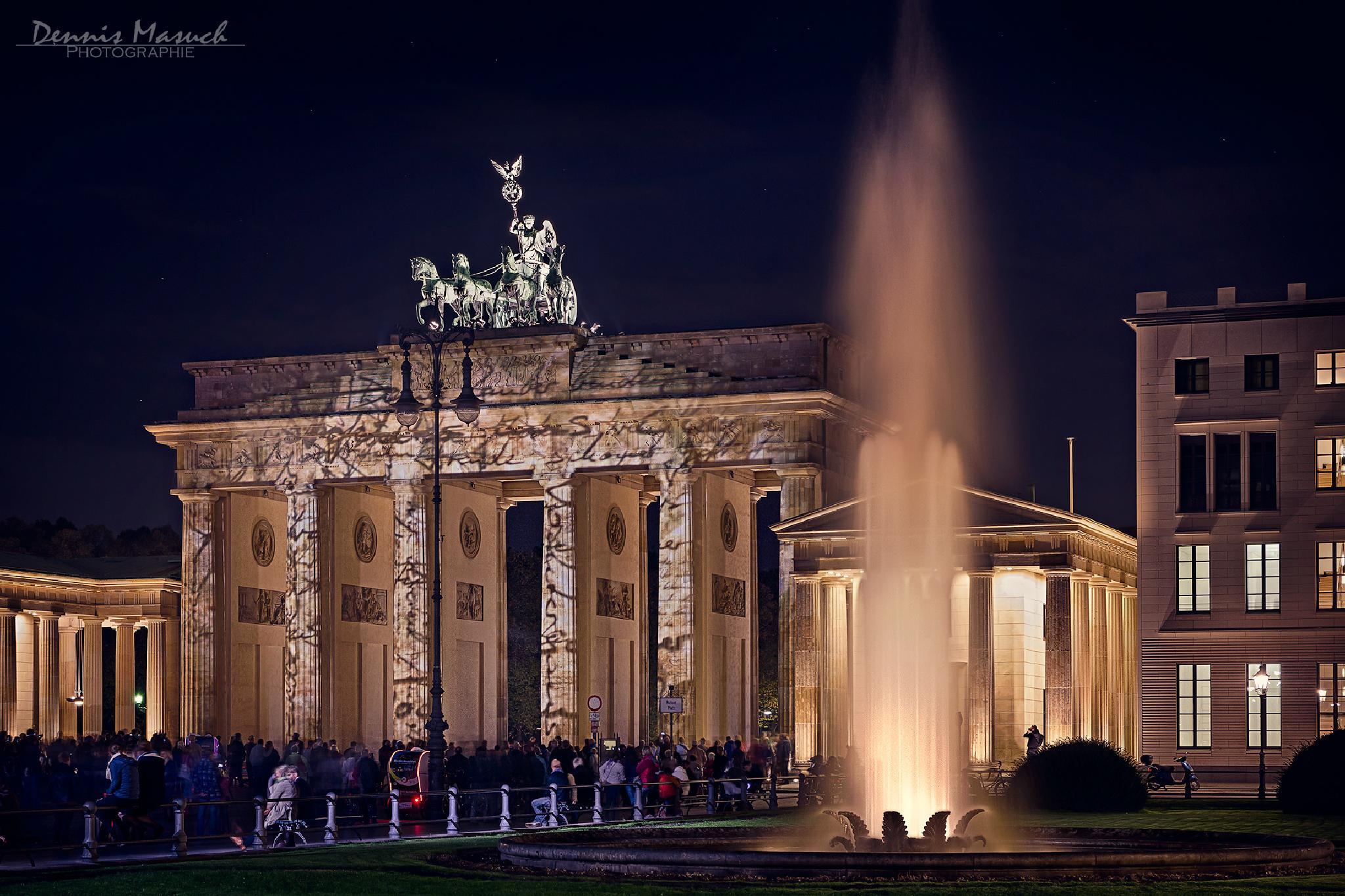 Brandenburger Tor beim Festival of Lights 2014 by Dennis Masuch