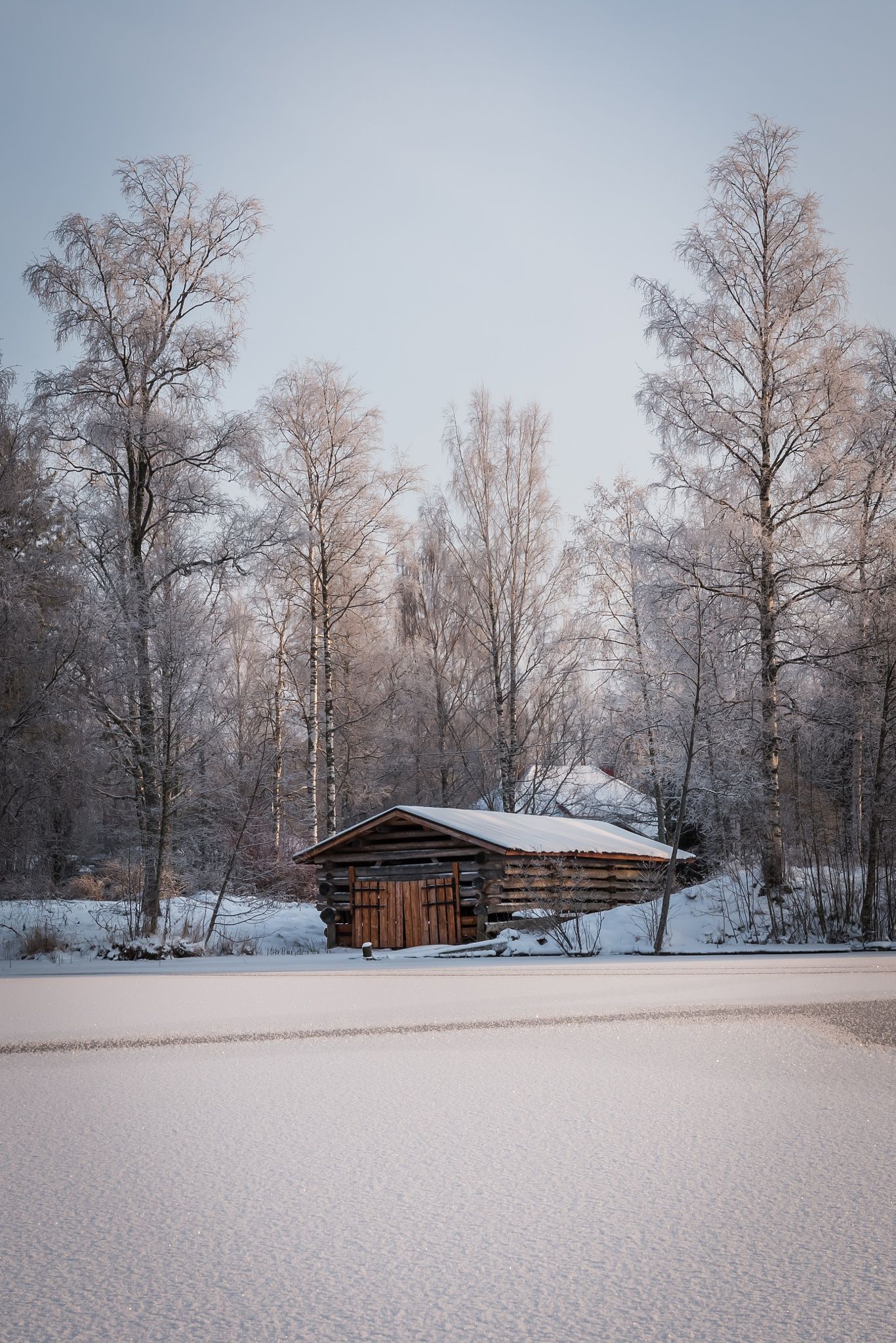 Old shed by Jani Vienonen