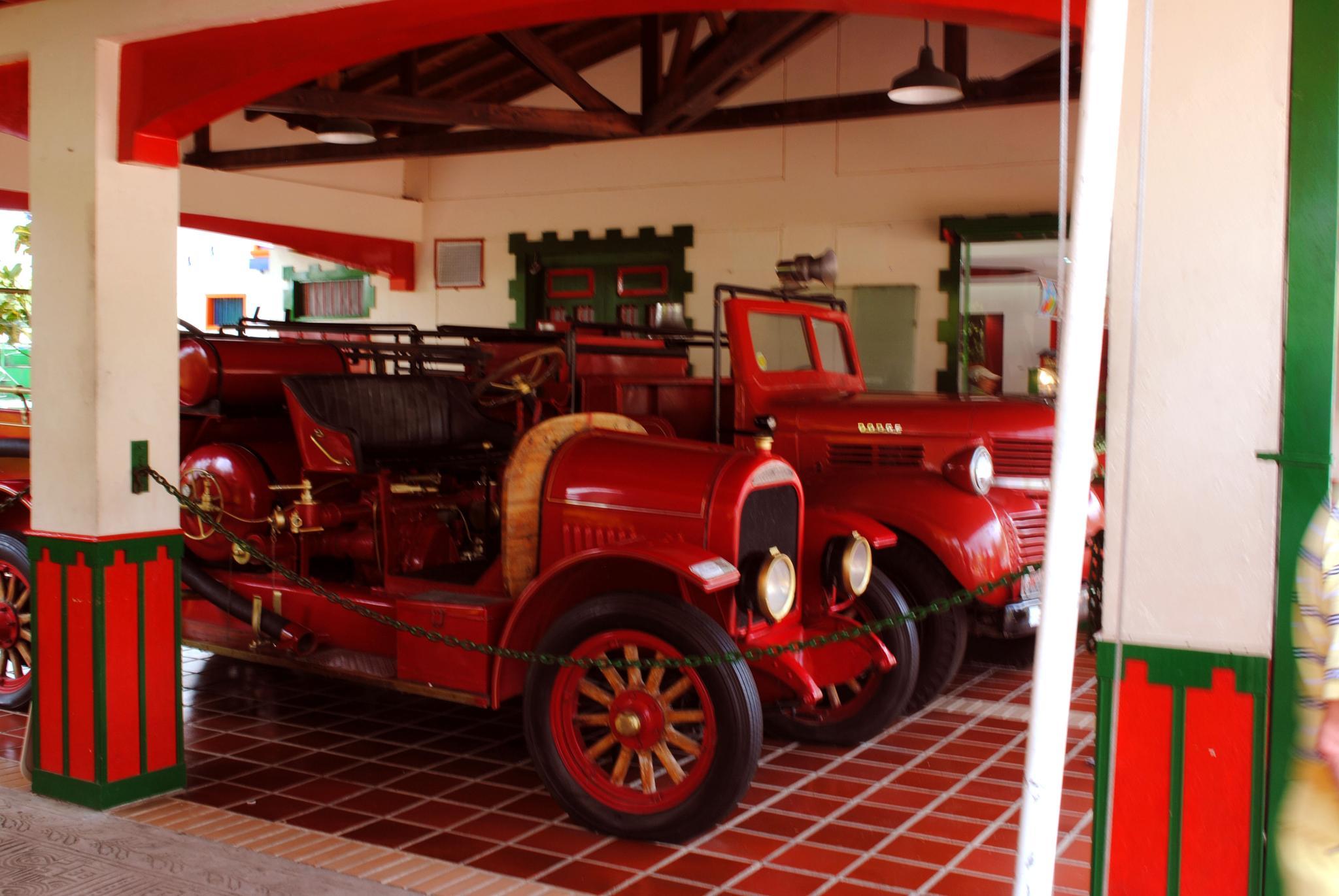 Carros de bomberos Antiguos by Juan Carlos Ferro De la Pava