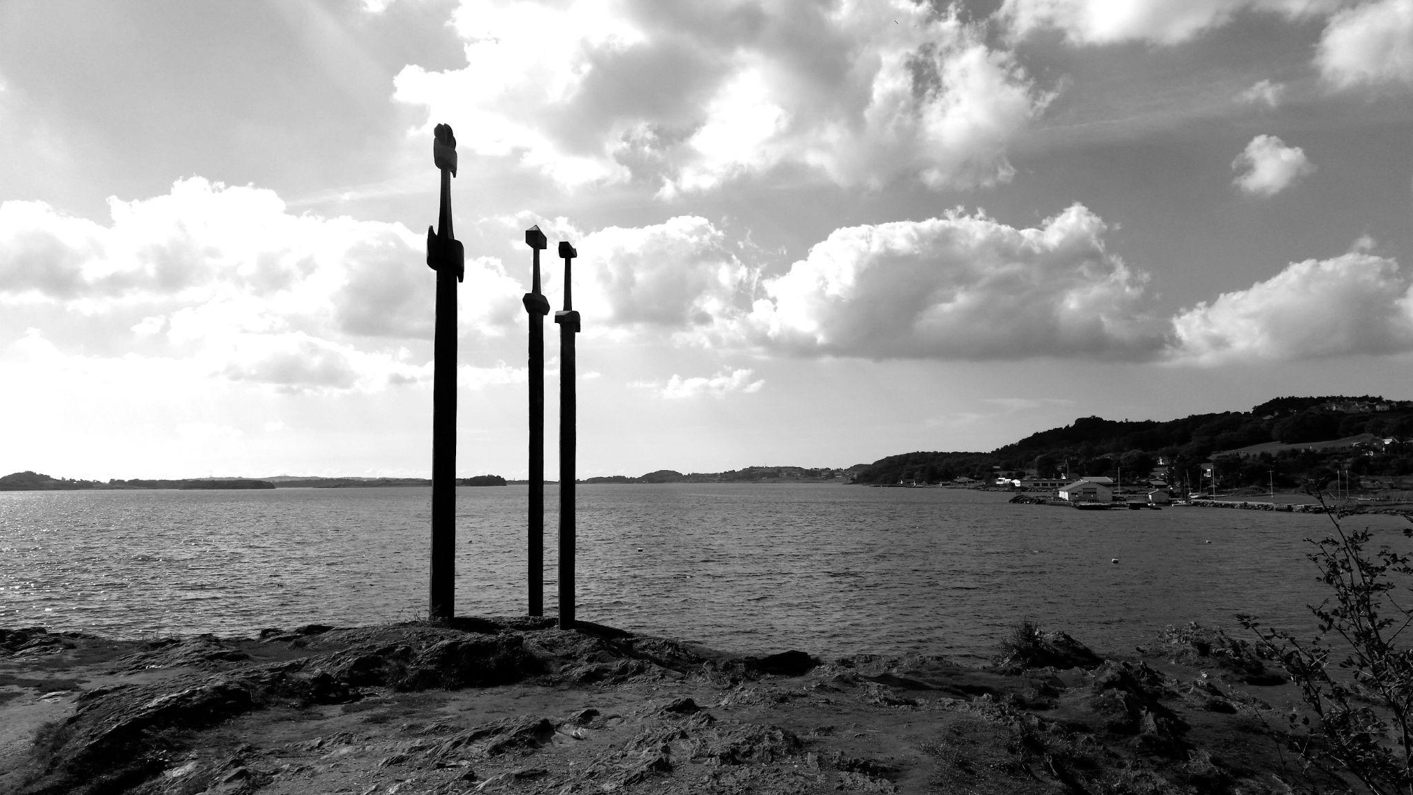 Sword in stone by nettmunk