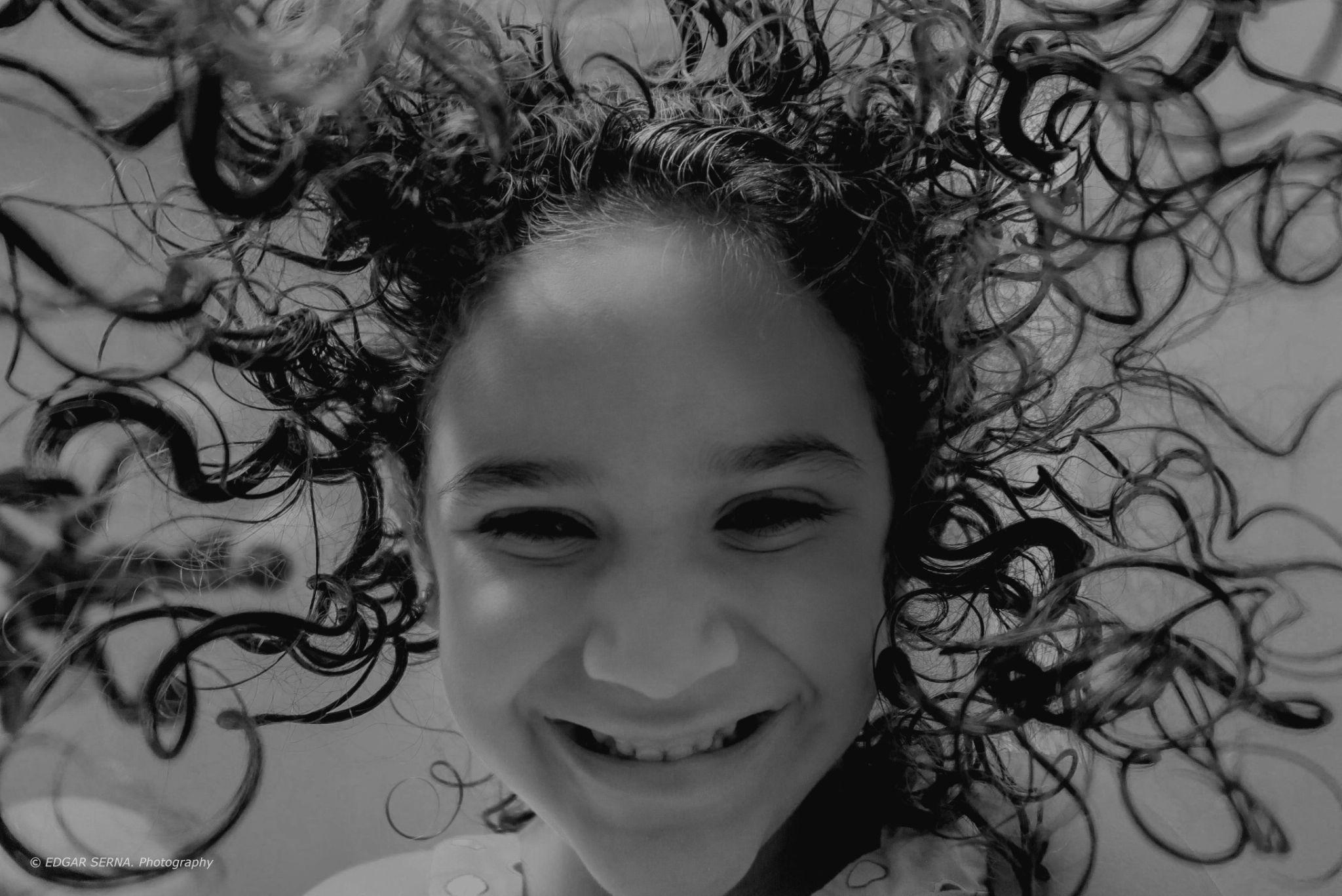 Happy little girl by Edgar Serna