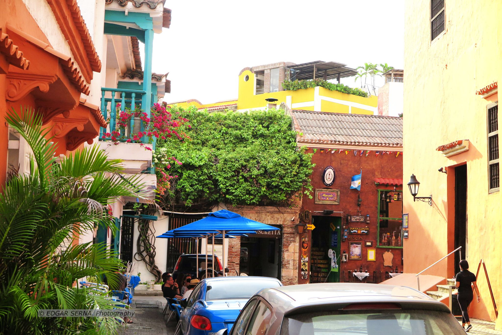 Bar street by Edgar Serna