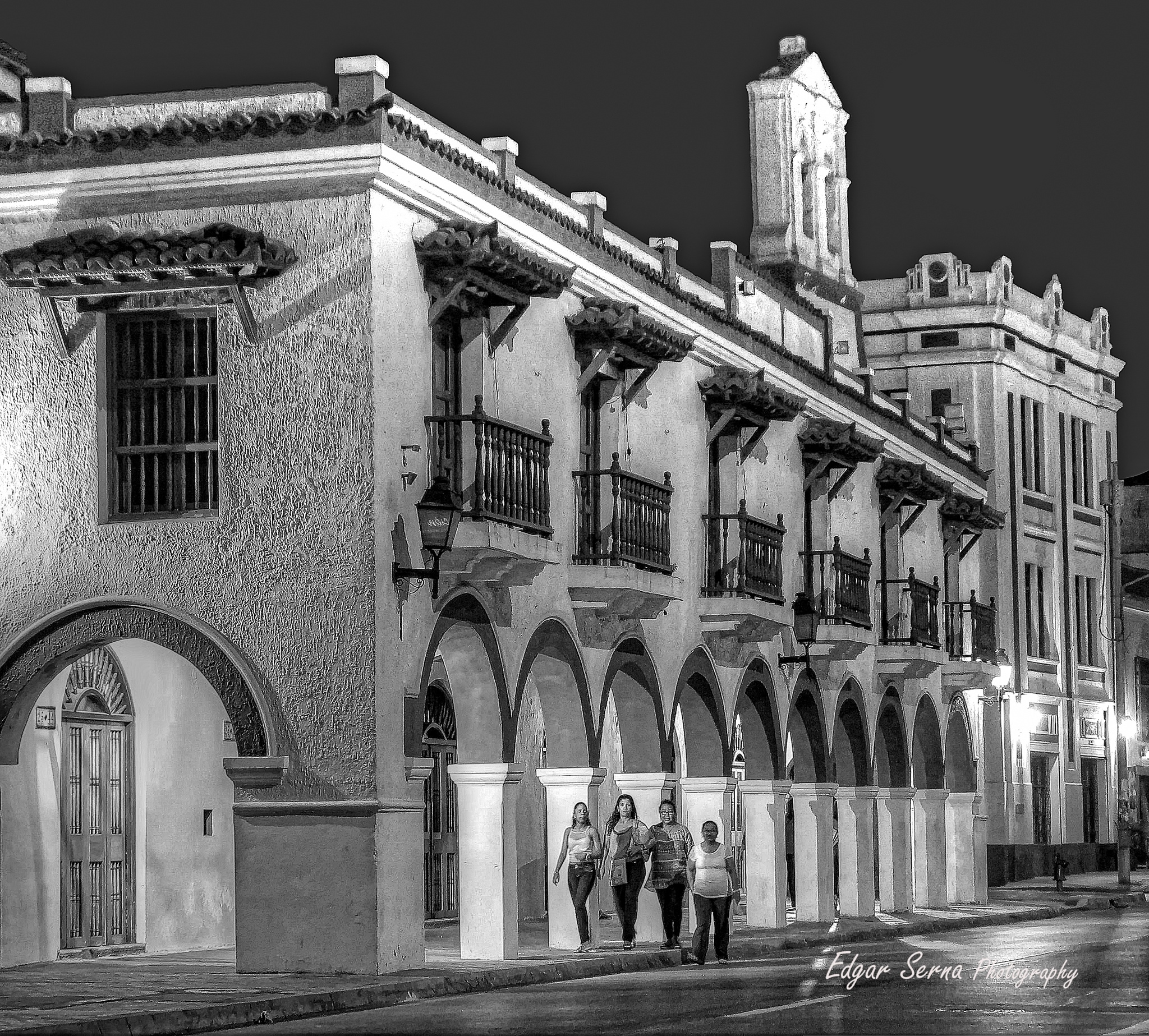Night walking by Edgar Serna