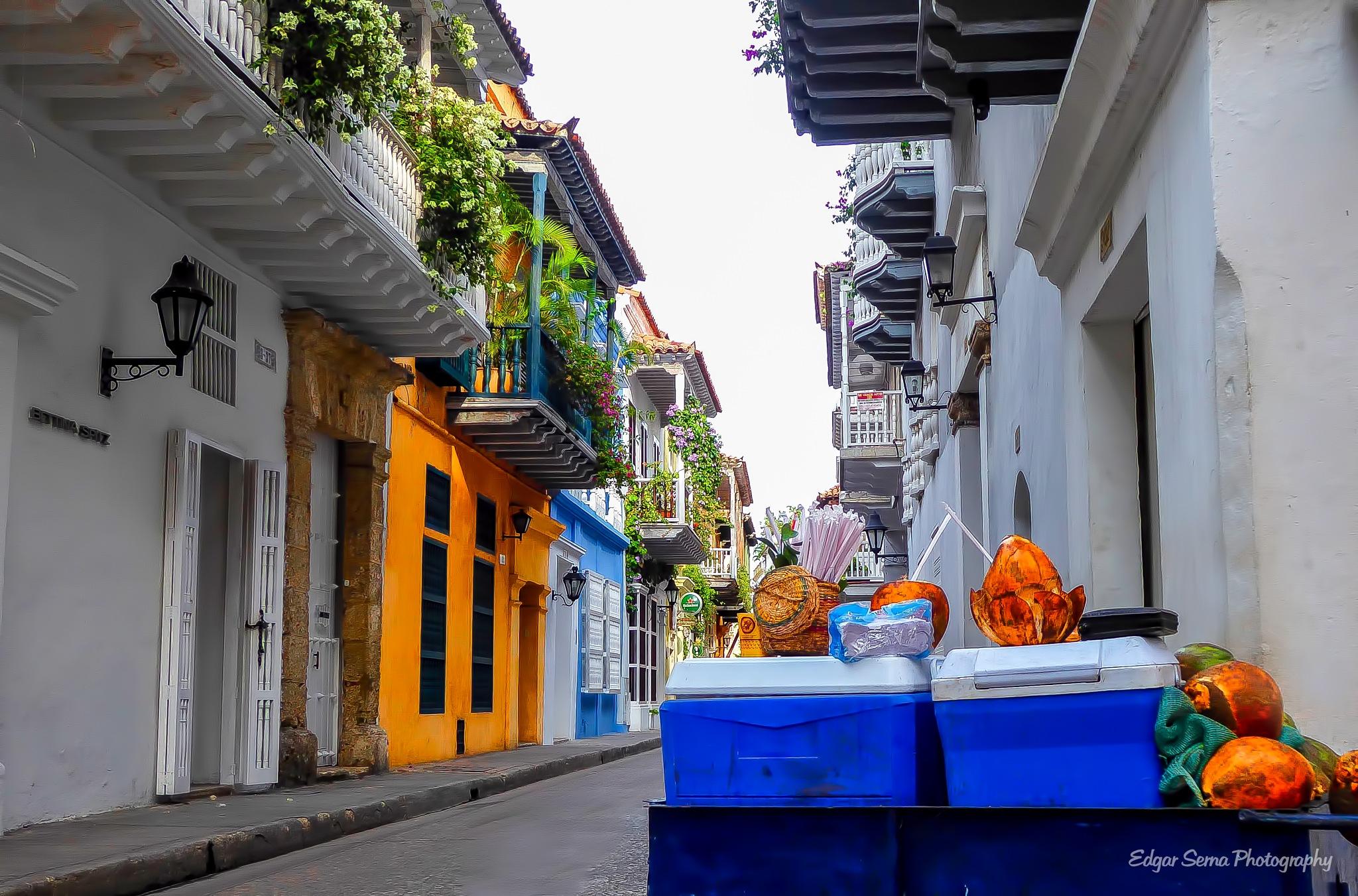 Coconut water in Cartagena, Colombia by Edgar Serna