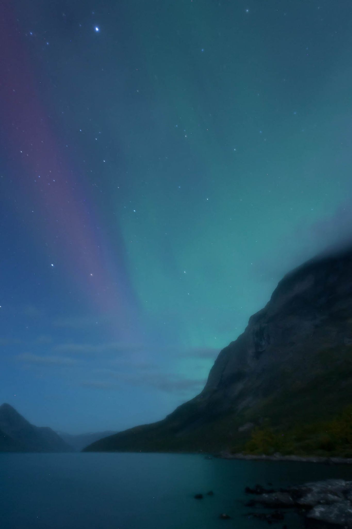 northern light over gjende by Benjamin Zocholl