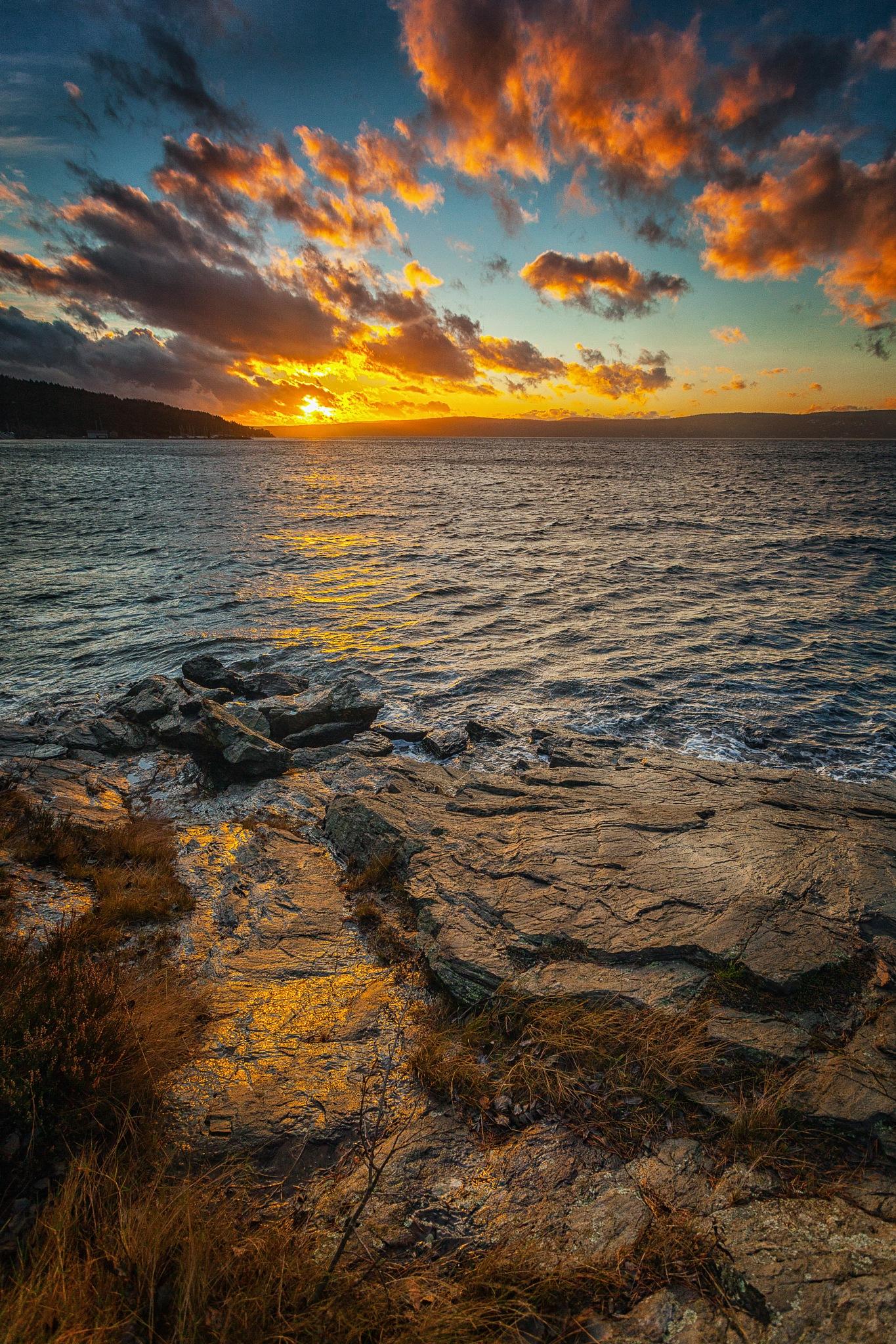 Sunset at the Oslofjord by Benjamin Zocholl
