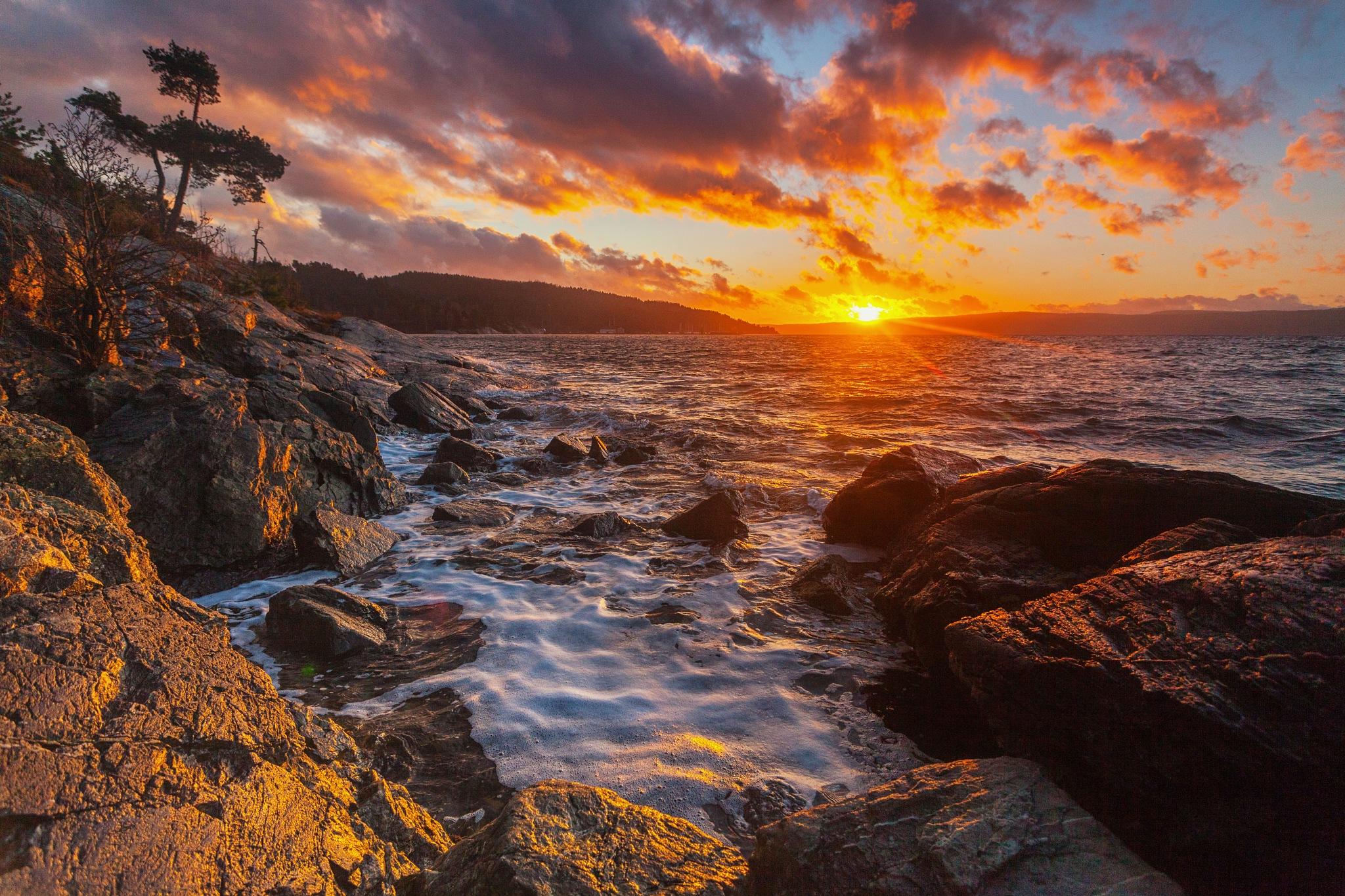 Windy sunset by Benjamin Zocholl