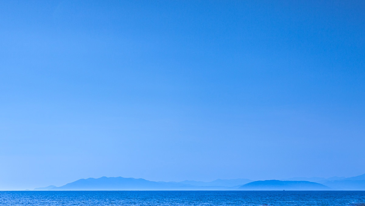 Exercise in blue - Torre del Lago Italy by mgj