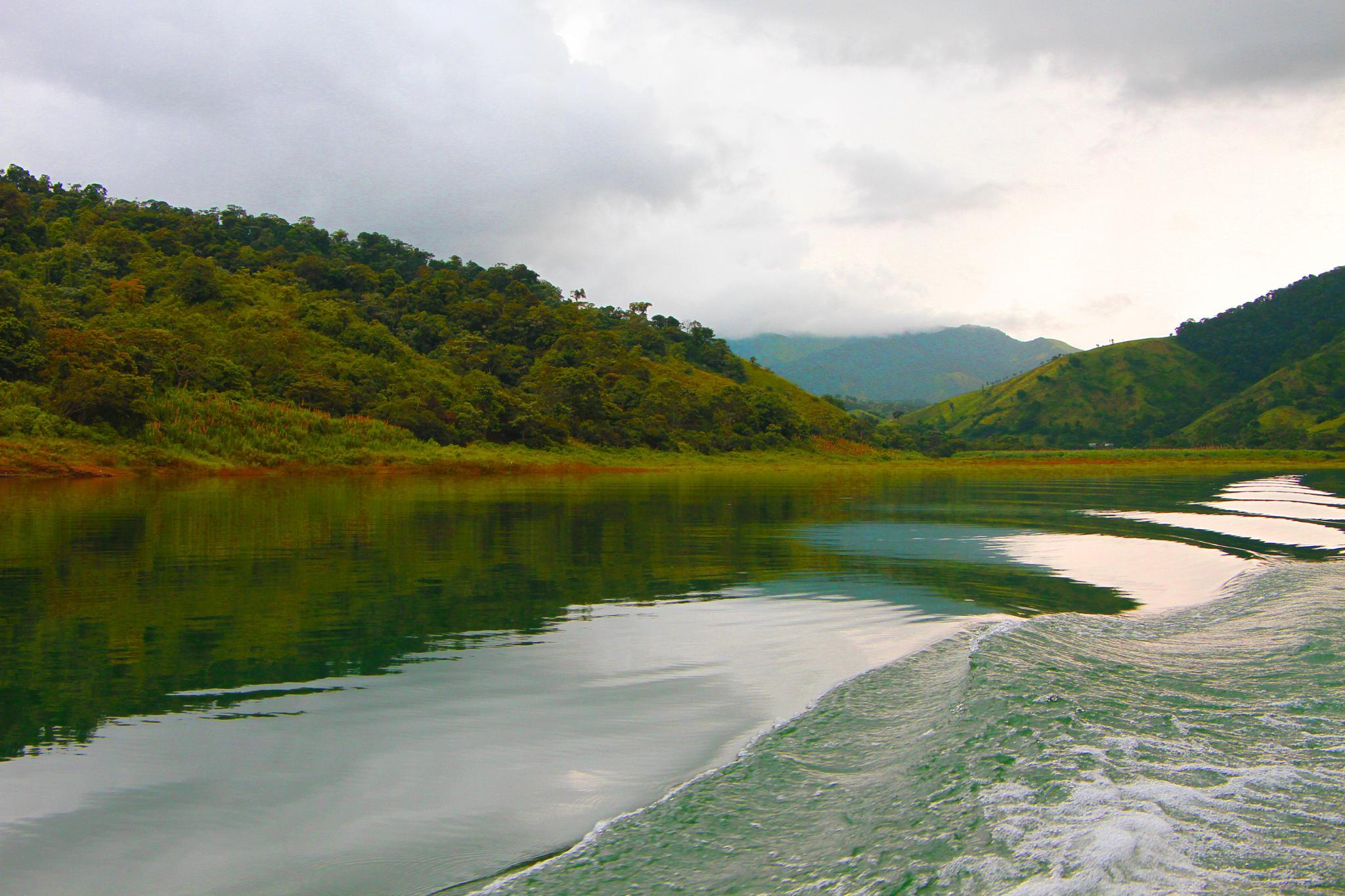 Arenal lake by renzo.sturmo
