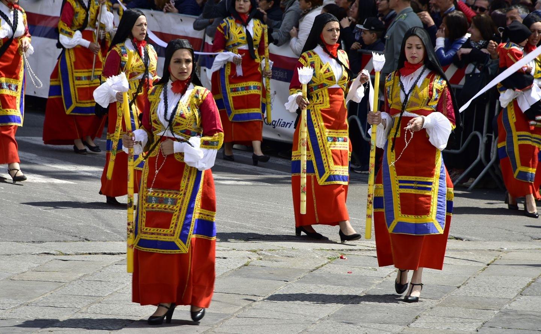 Costumi Sardi by ignazio cruccas