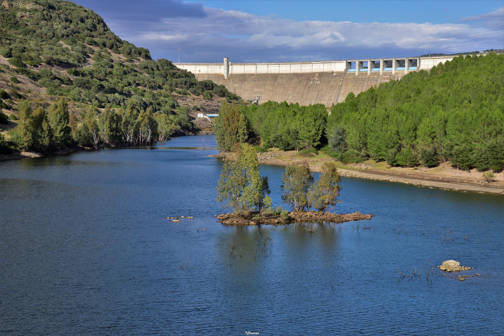 Diga Eleonora D'Arborea sul fiume Tirso by ignazio cruccas
