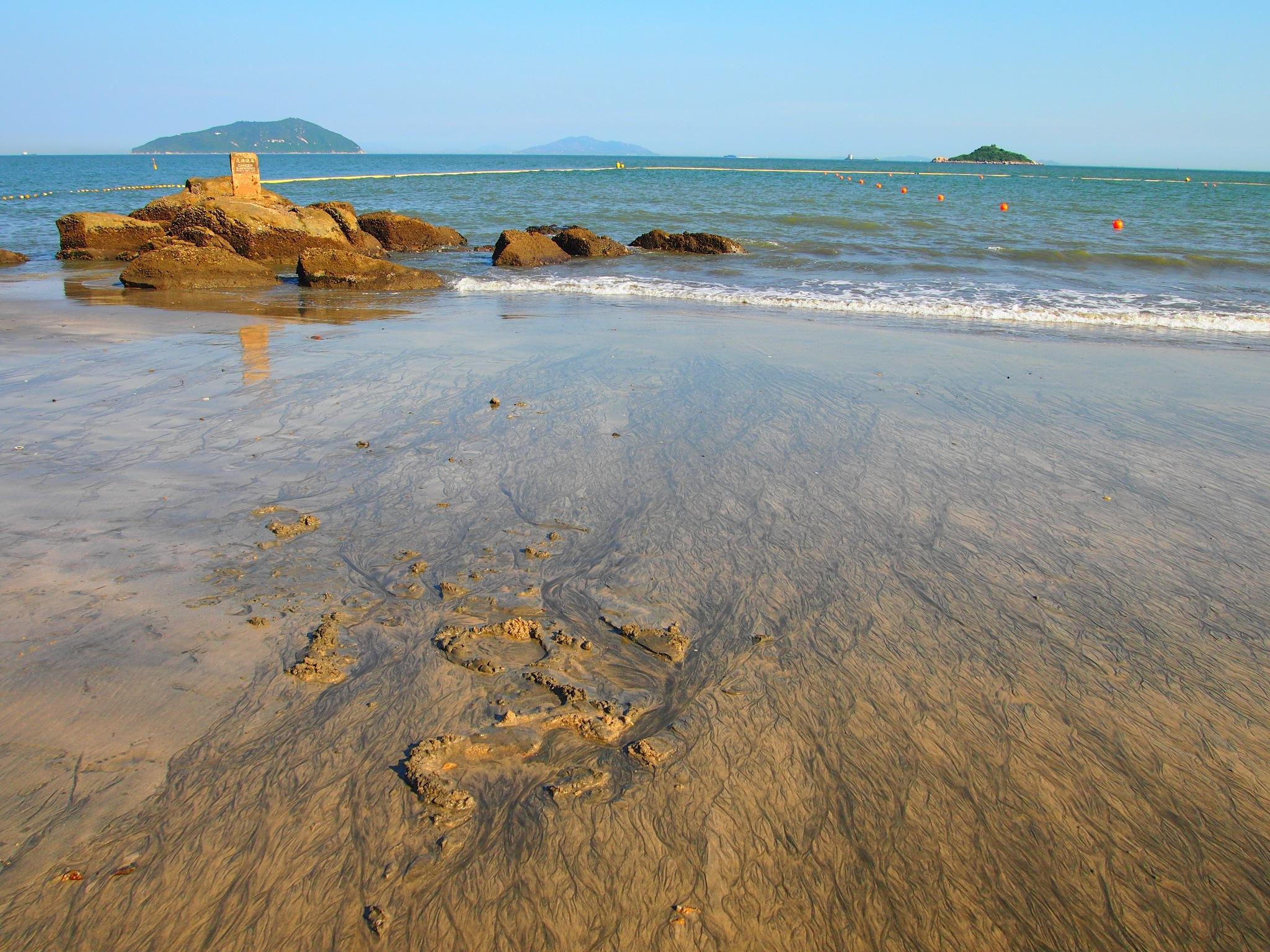 Cheung Sha Beach (2016) by Mickey Lee