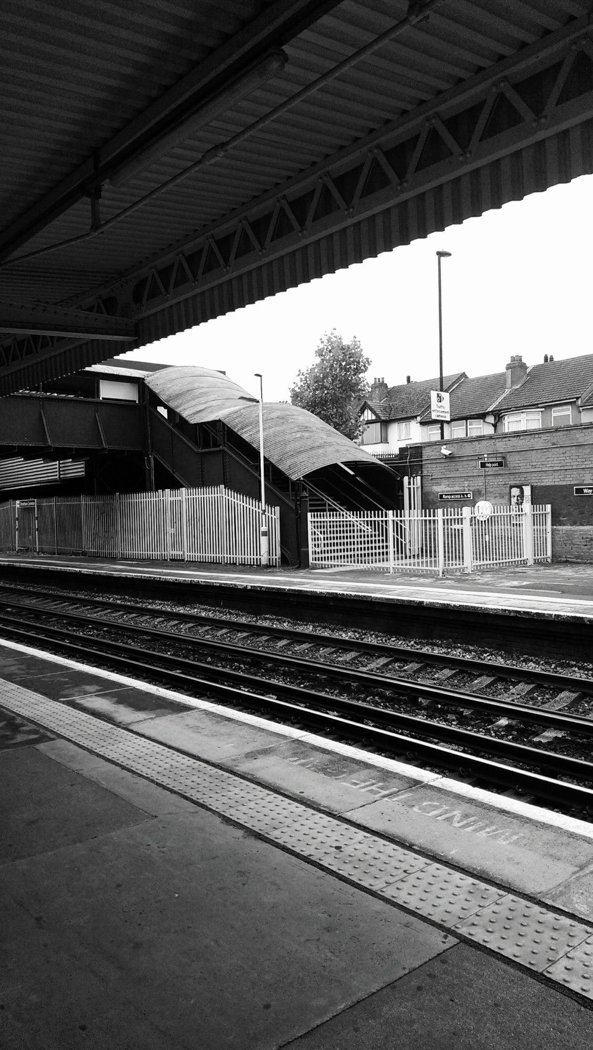 Streatham Common Station by OykaZsawok