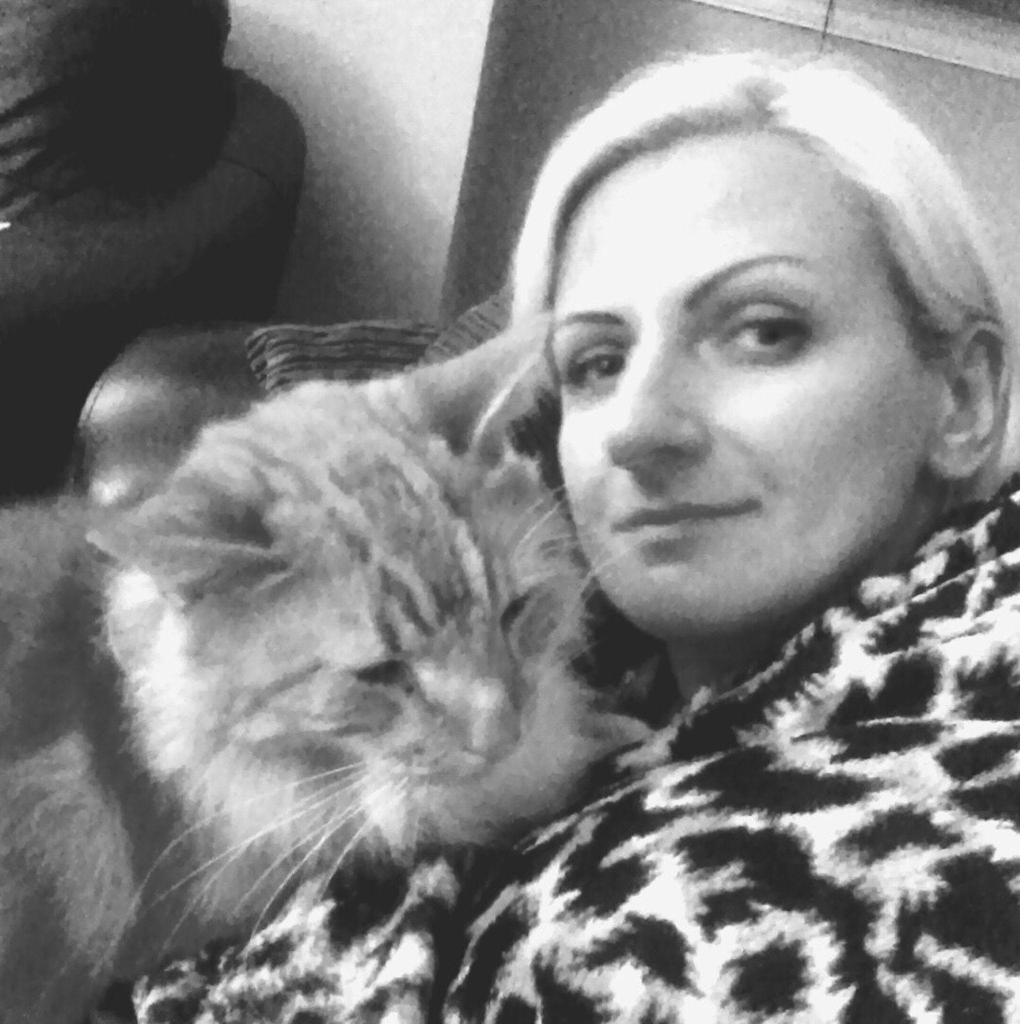 Lady with a cat by OykaZsawok
