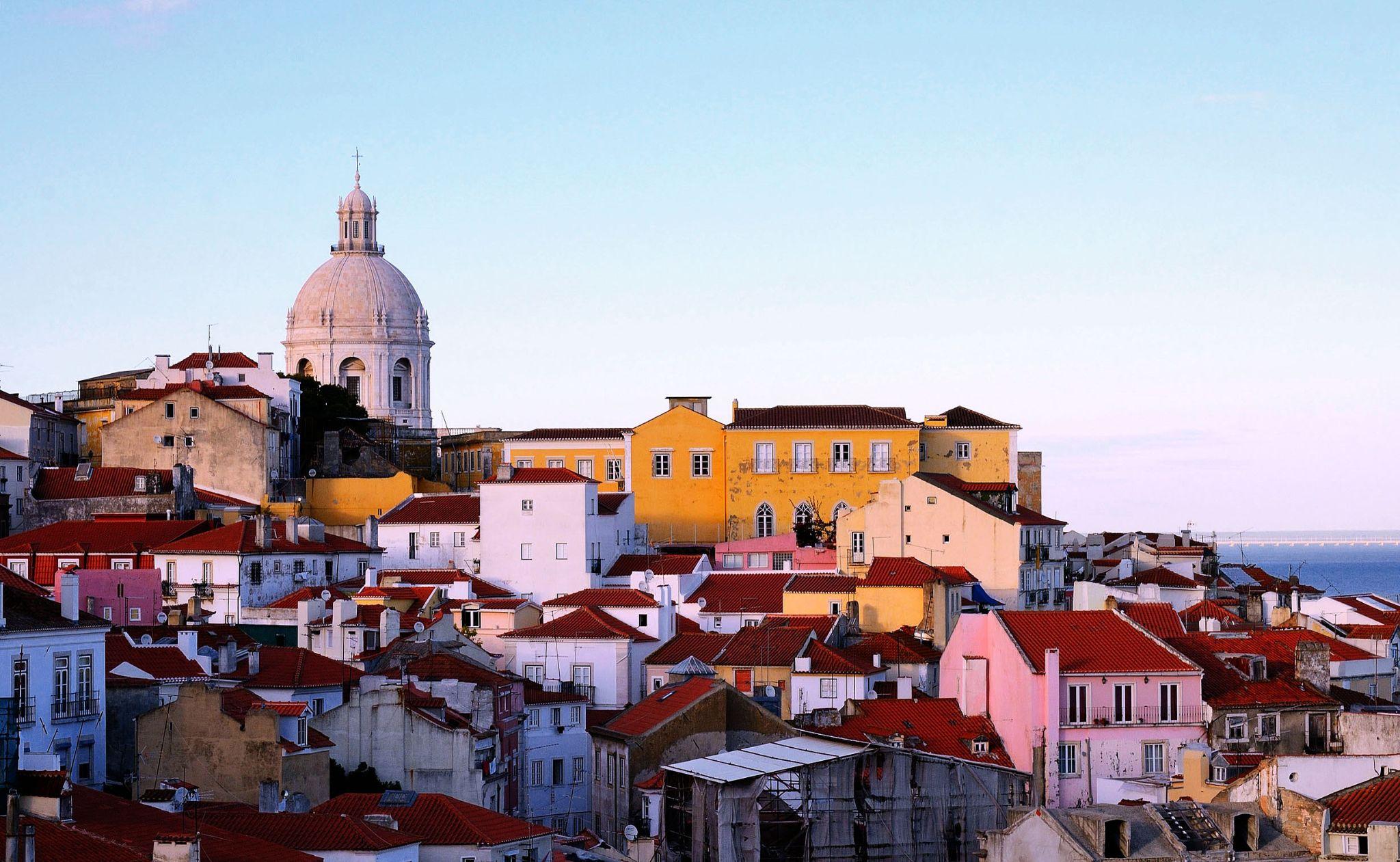 Alfama - Lisboa by carlosfiuzar