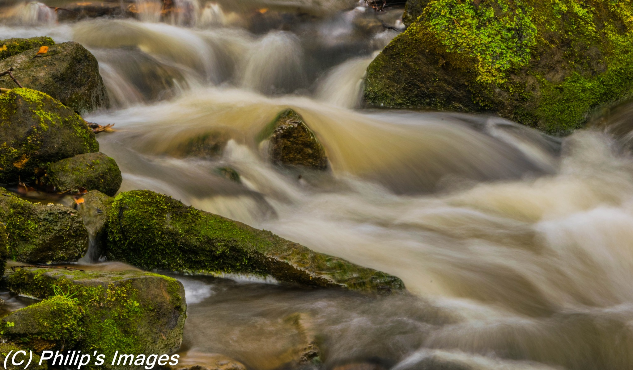 Lumsdale Waterfall by philips images