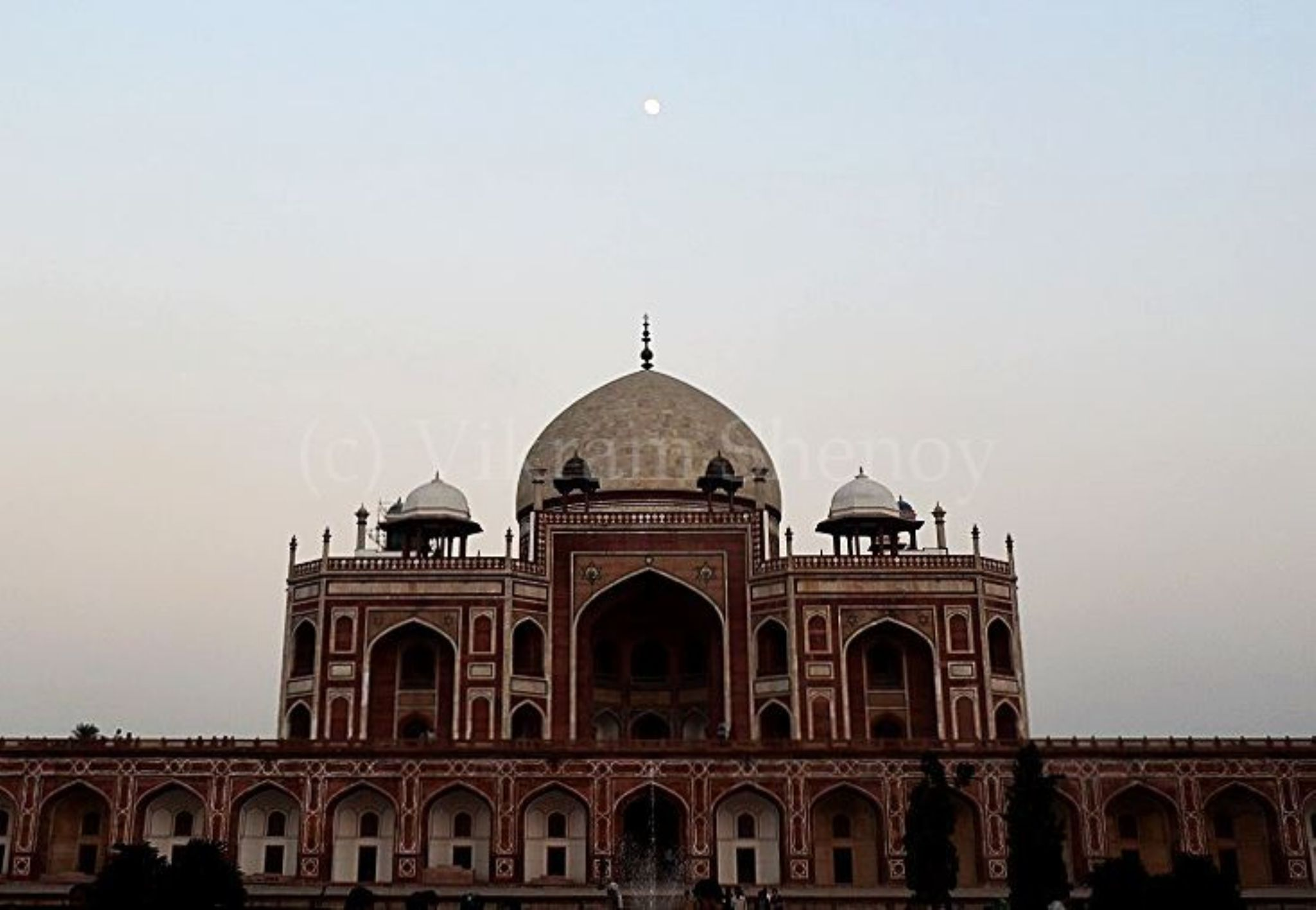 Humayun's Tomb in the twilight by Vikram Shenoy