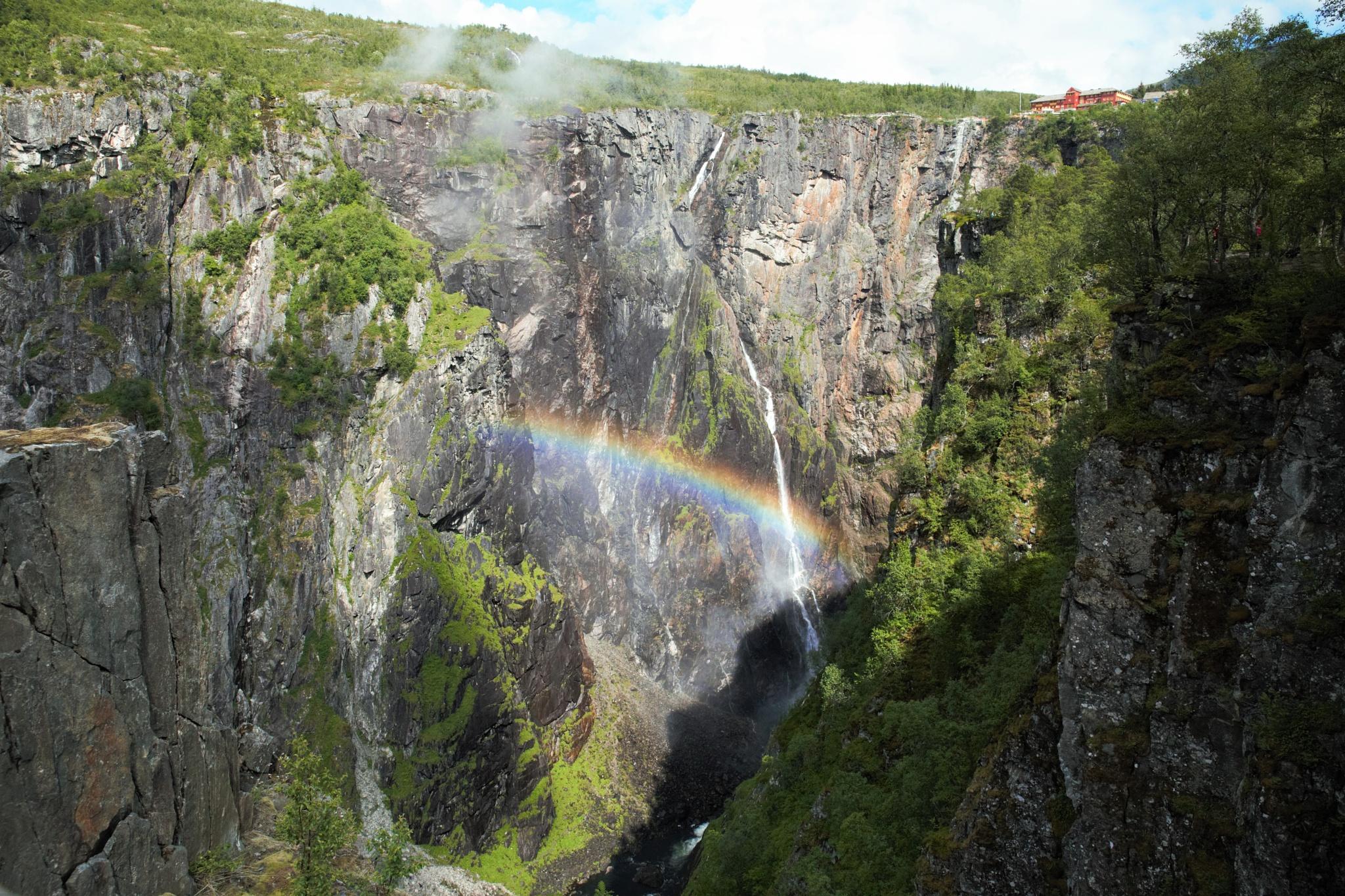 Rainbow in Måbødalen. by janatlemonsen