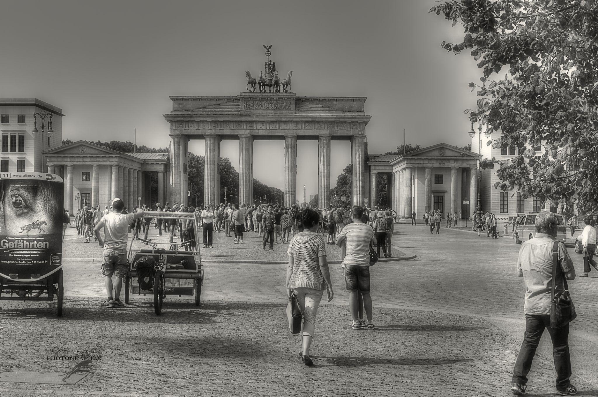 Berlin ist mehr ein Weltteil als eine Stadt.  Jean Paul (1763 - 1825) by Andreas Rettschlag