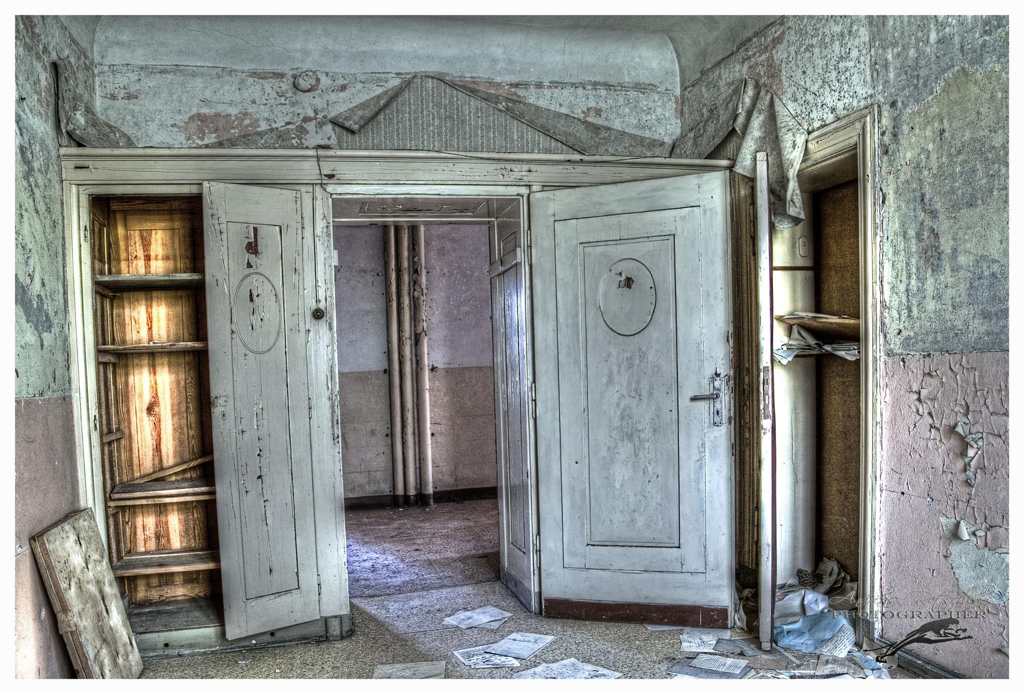 Dienstzimmer in der Russischen Kaserne  by Andreas Rettschlag