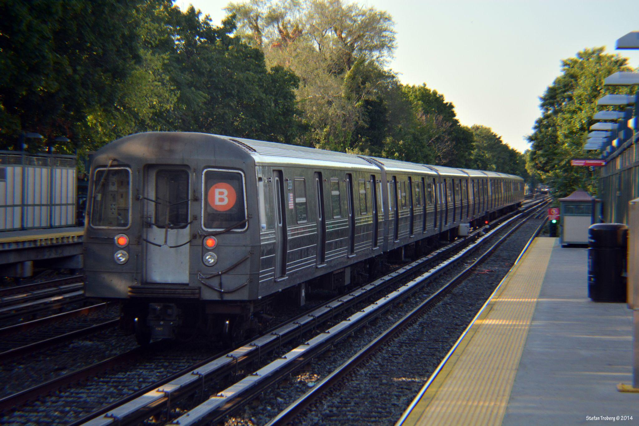 Subway in Brooklyn by Stefan Troberg