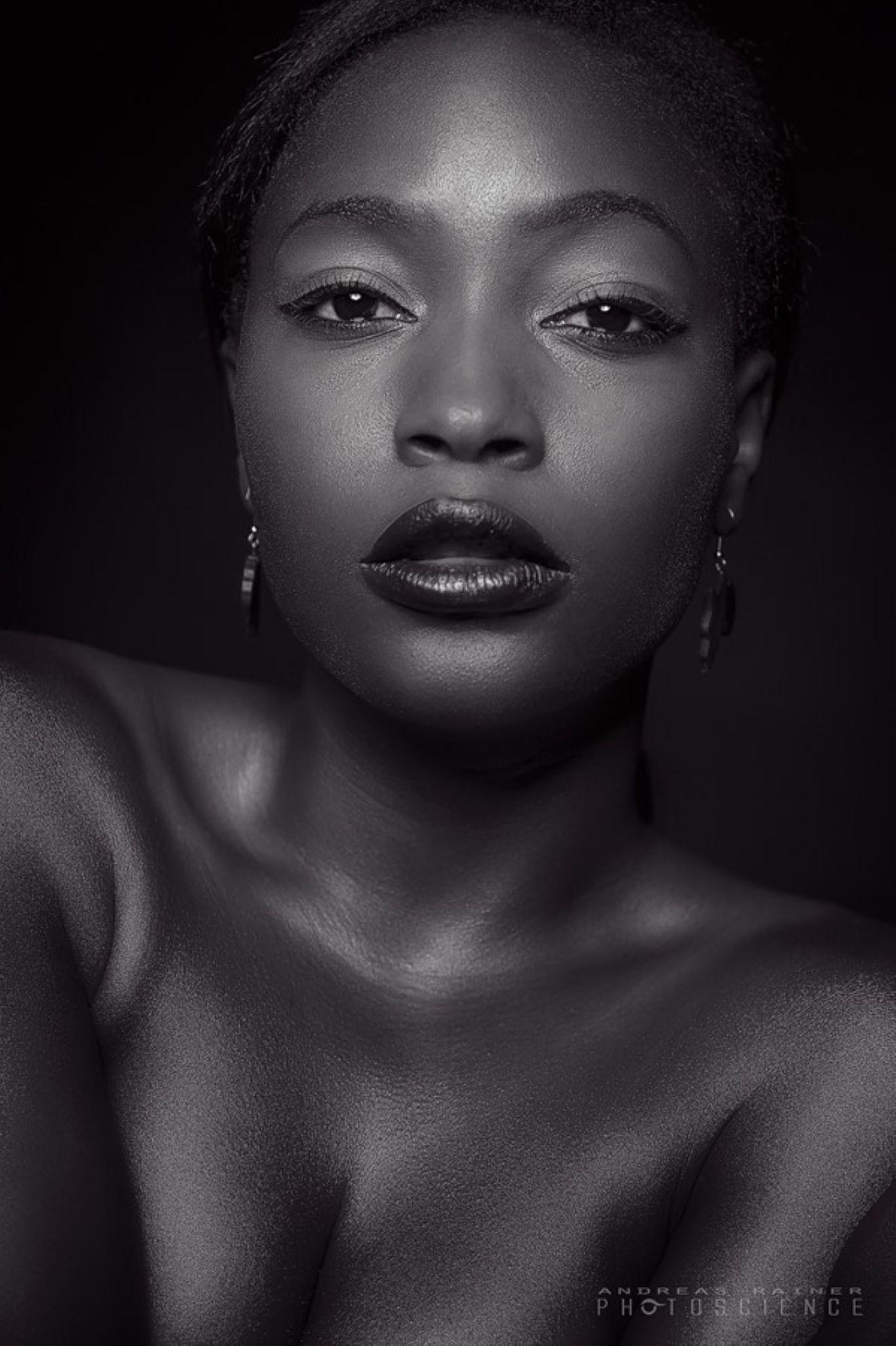 Black&White  by Diana