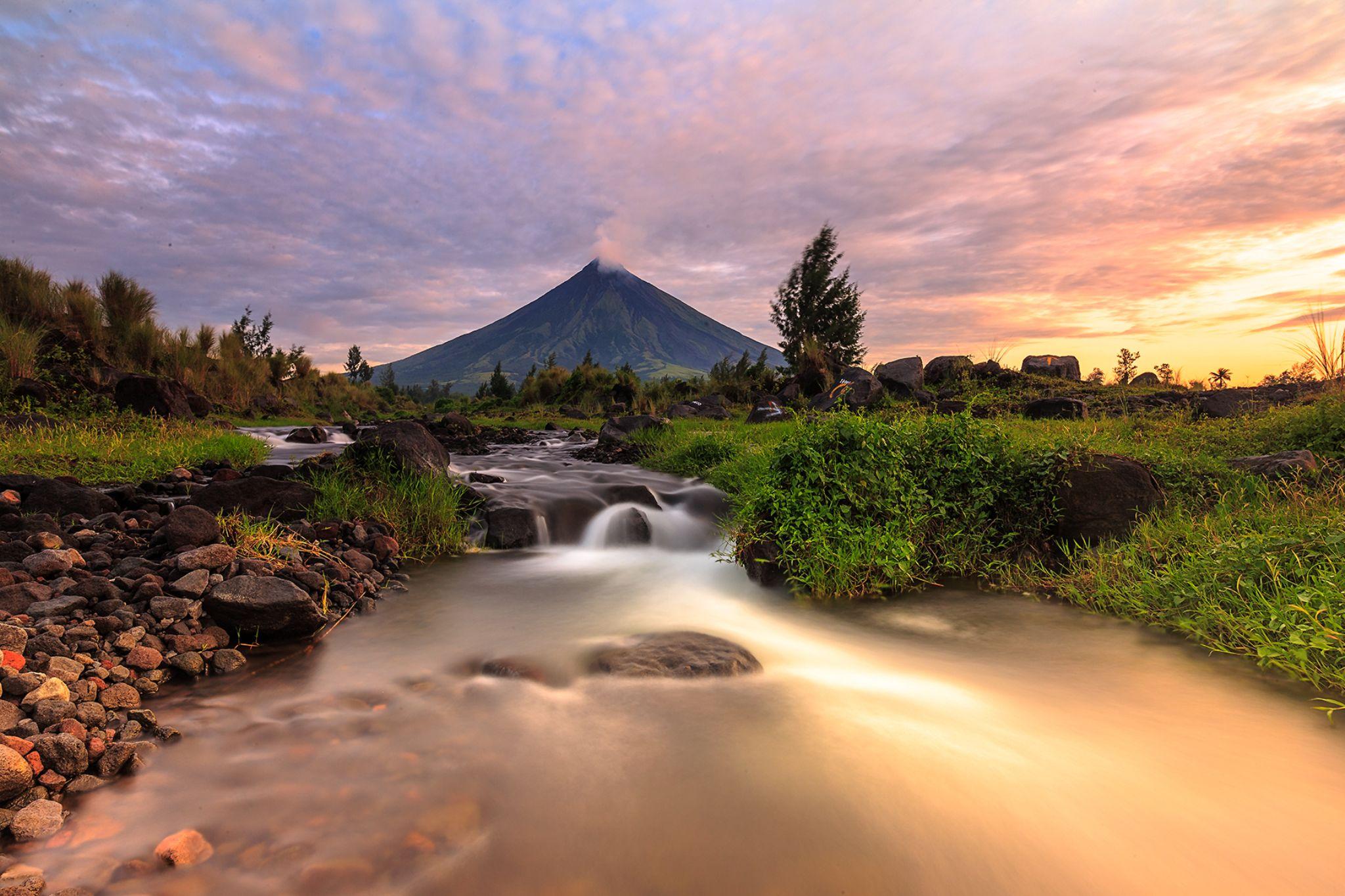 Mayon Volcano by juliustsantos