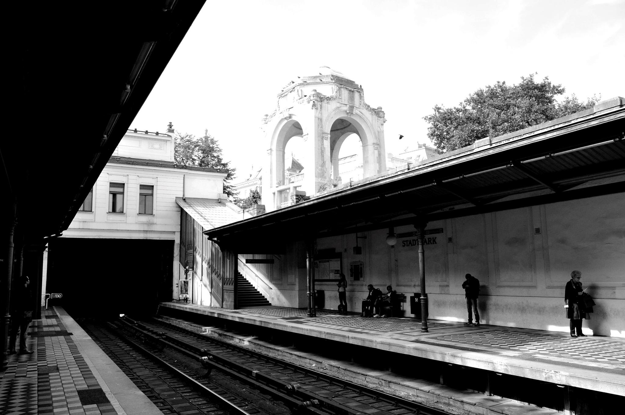 Stadtpark Station by tamara.seles