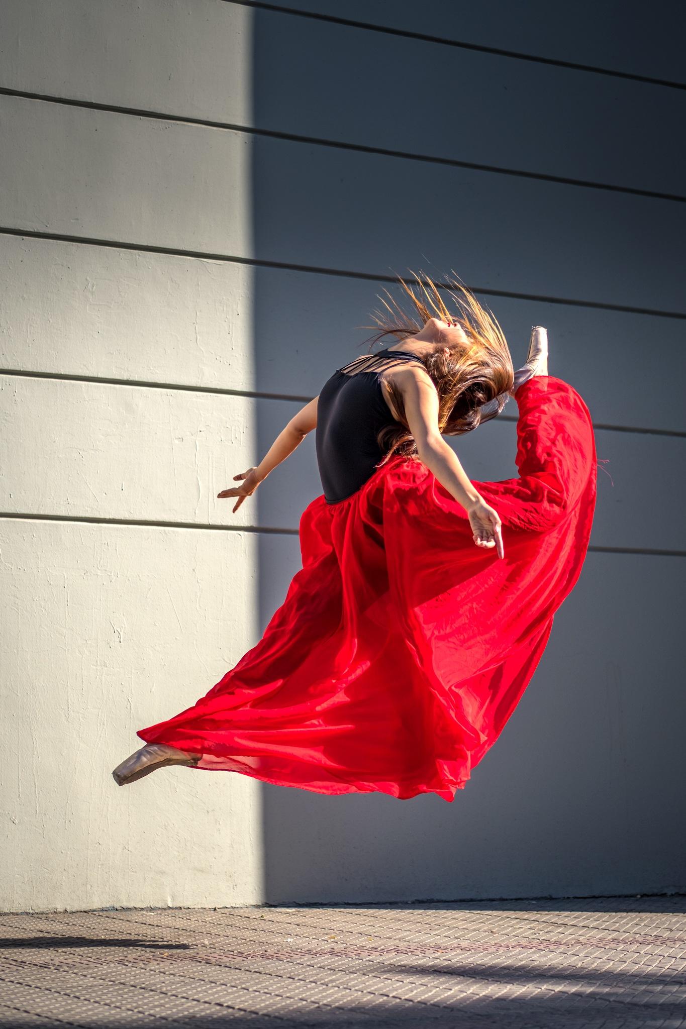 Danza Urbana by Hugh Honeyman