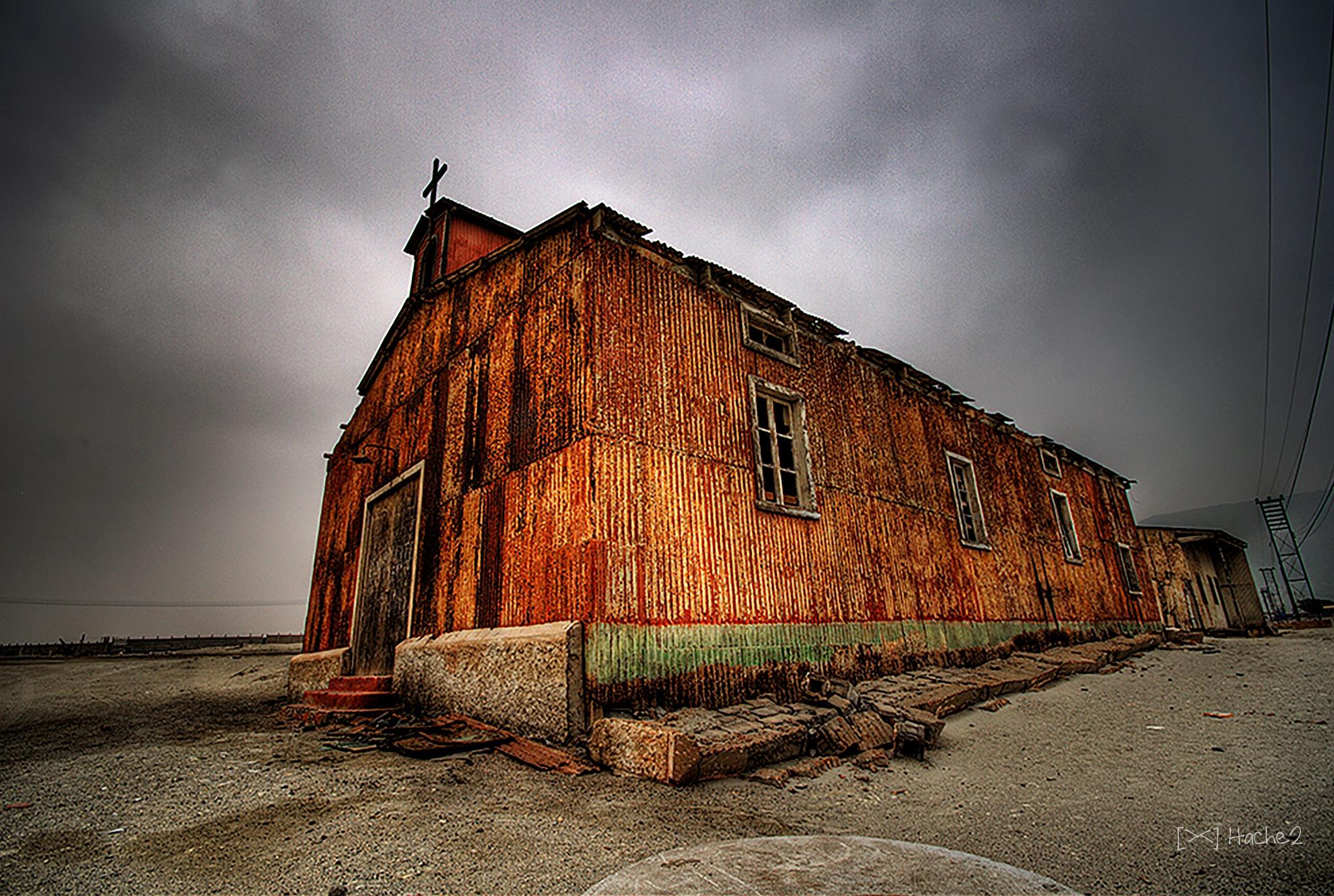 Iglesia abandonada by Hugh Honeyman