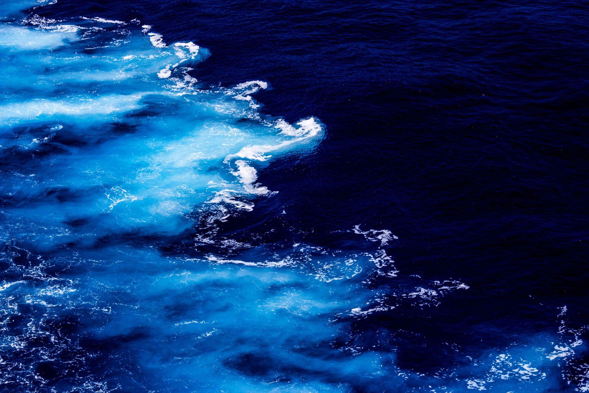 THE OCEAN BLUE by Harry Smit