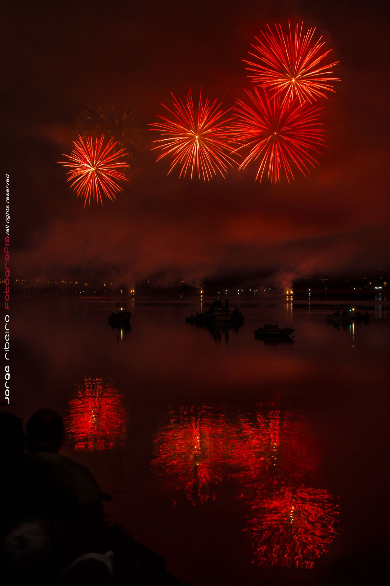 Red fireworks by franciscojorge.dominguesribeiro