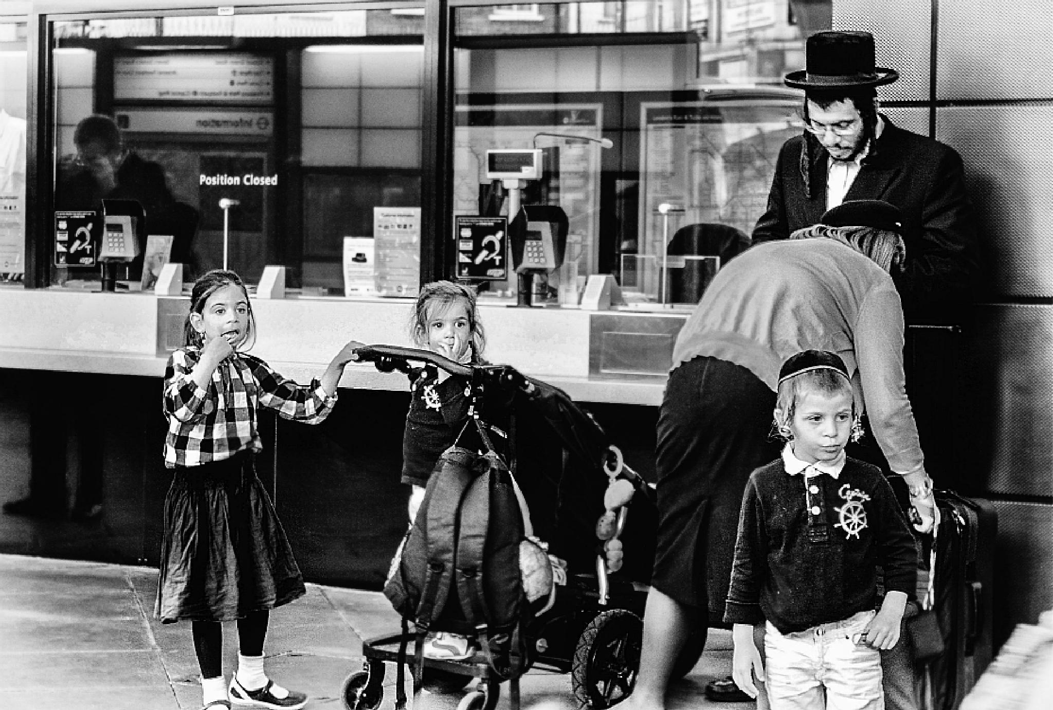 Photo in Street Photography #london #finsbury_park #family #orthodox #jewish