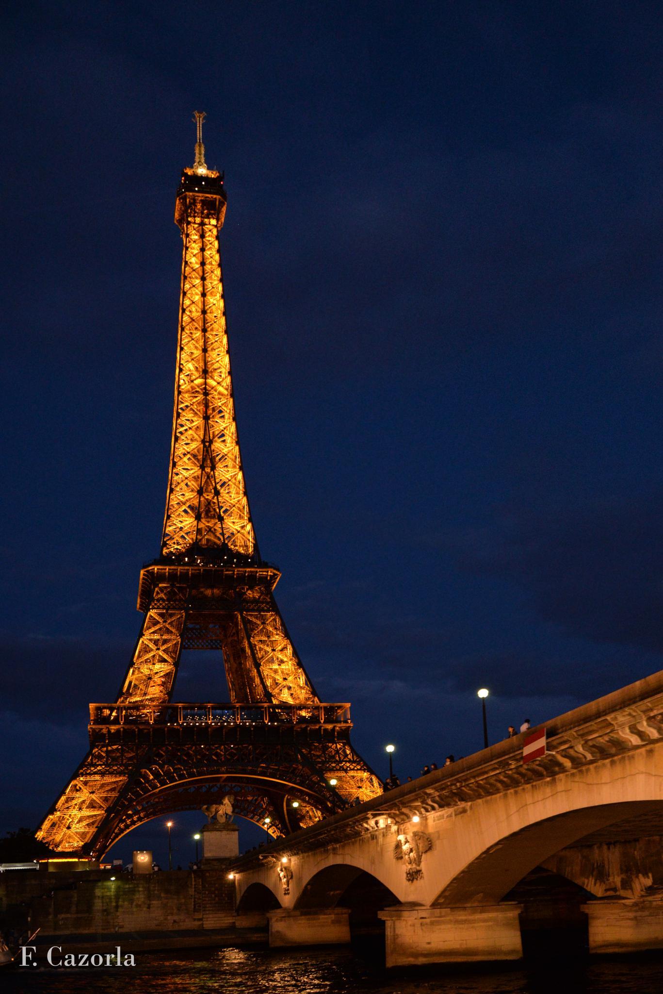 Torre Eiffel by Félix Cazorla